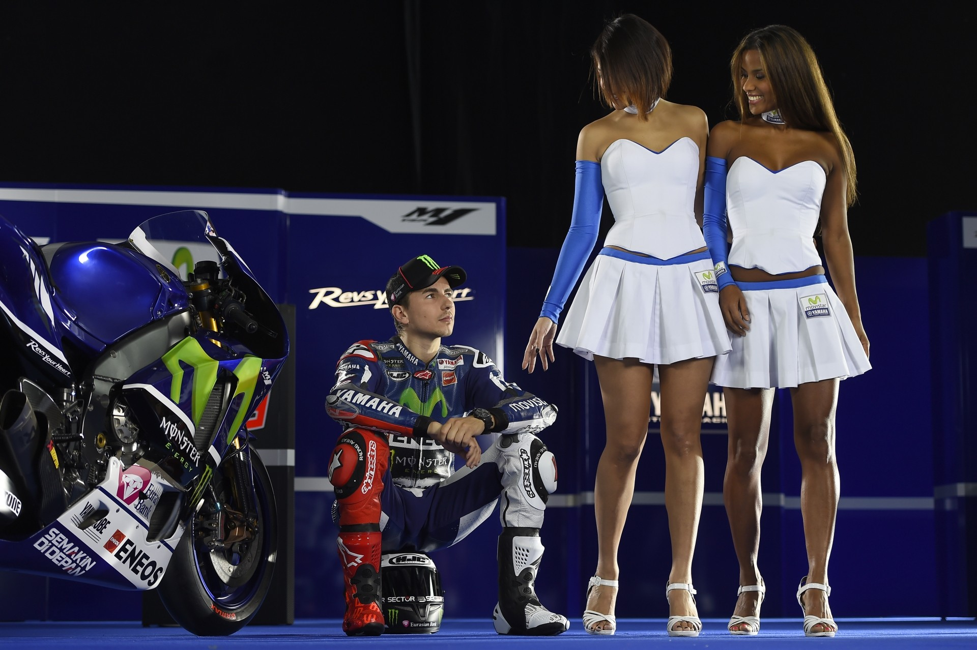 Valentino Rossi, Jorge Lorenzo, the Models, an Abarth and Yamaha M1 Close-Ups - autoevolution