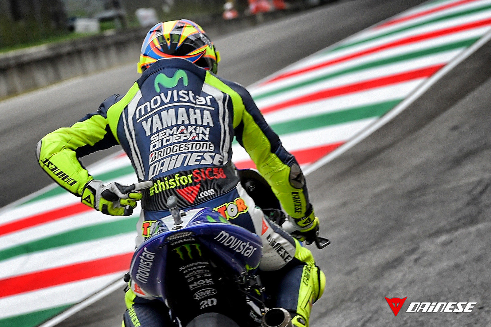 valentino rossi thisforsic58 mugello leathers up for sale autoevolution. Black Bedroom Furniture Sets. Home Design Ideas