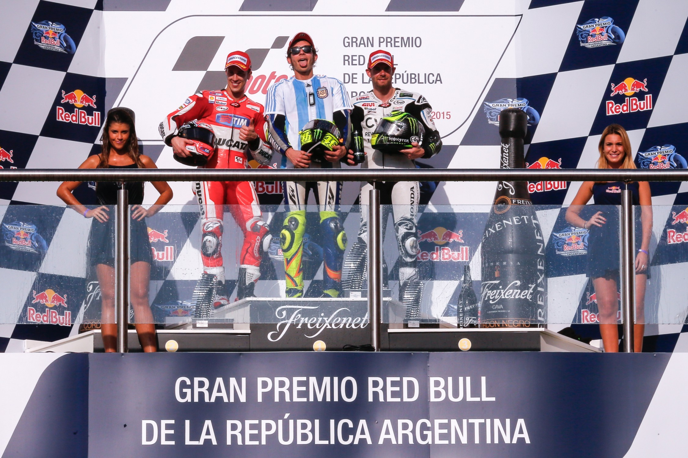 Rossi Wins in Argentina With Smart Tire Strategy, Dovizioso and Crutchlow on Podium - autoevolution