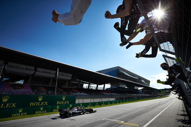 F1 Drivers Test Zylon Visors in Malaysia - autoevolution
