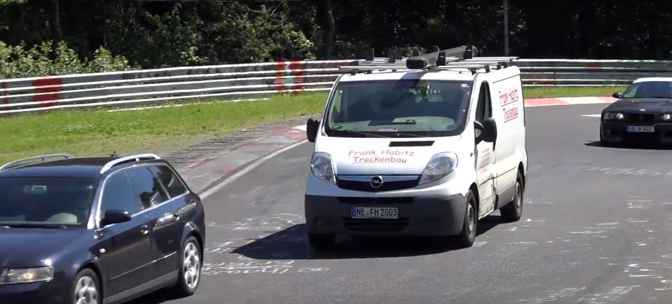 Van Driver Dog Fighting on Nurburgring Goes Hard, Traffic