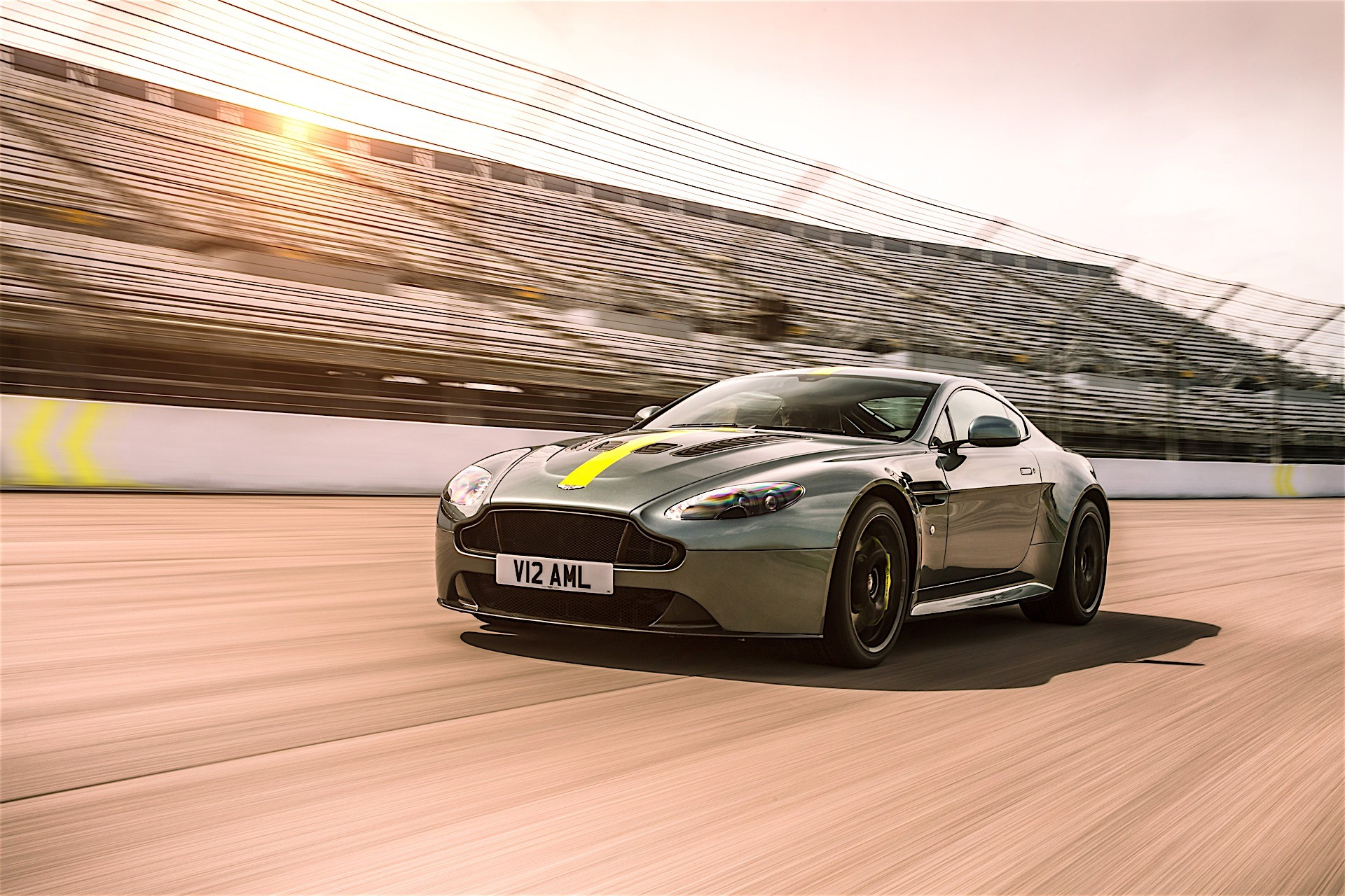 2018 aston martin vantage amr unveiled only 300 will be made autoevolution. Black Bedroom Furniture Sets. Home Design Ideas