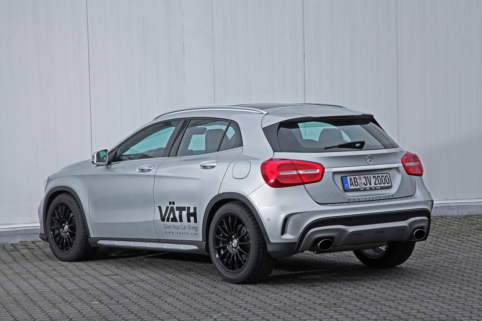 vath gives the mercedes benz gla 200 a manly personality. Black Bedroom Furniture Sets. Home Design Ideas