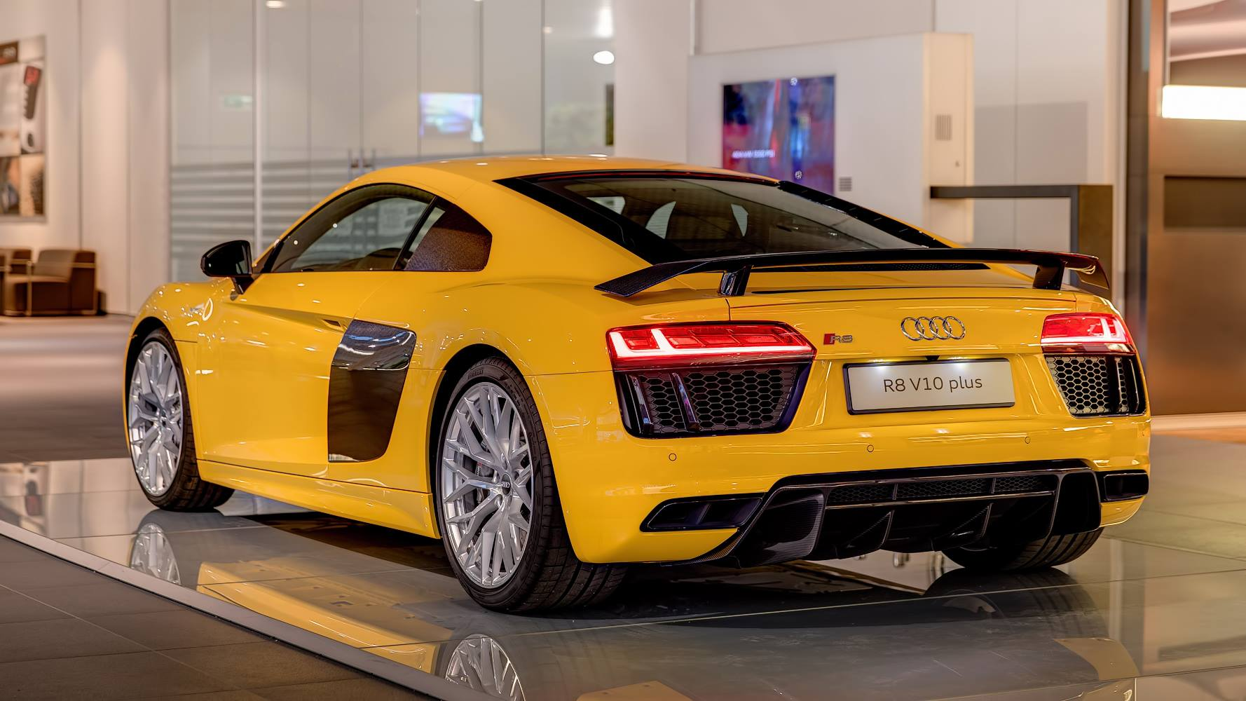 vegas yellow 2016 audi r8 v10 plus arrives at audi forum. Black Bedroom Furniture Sets. Home Design Ideas
