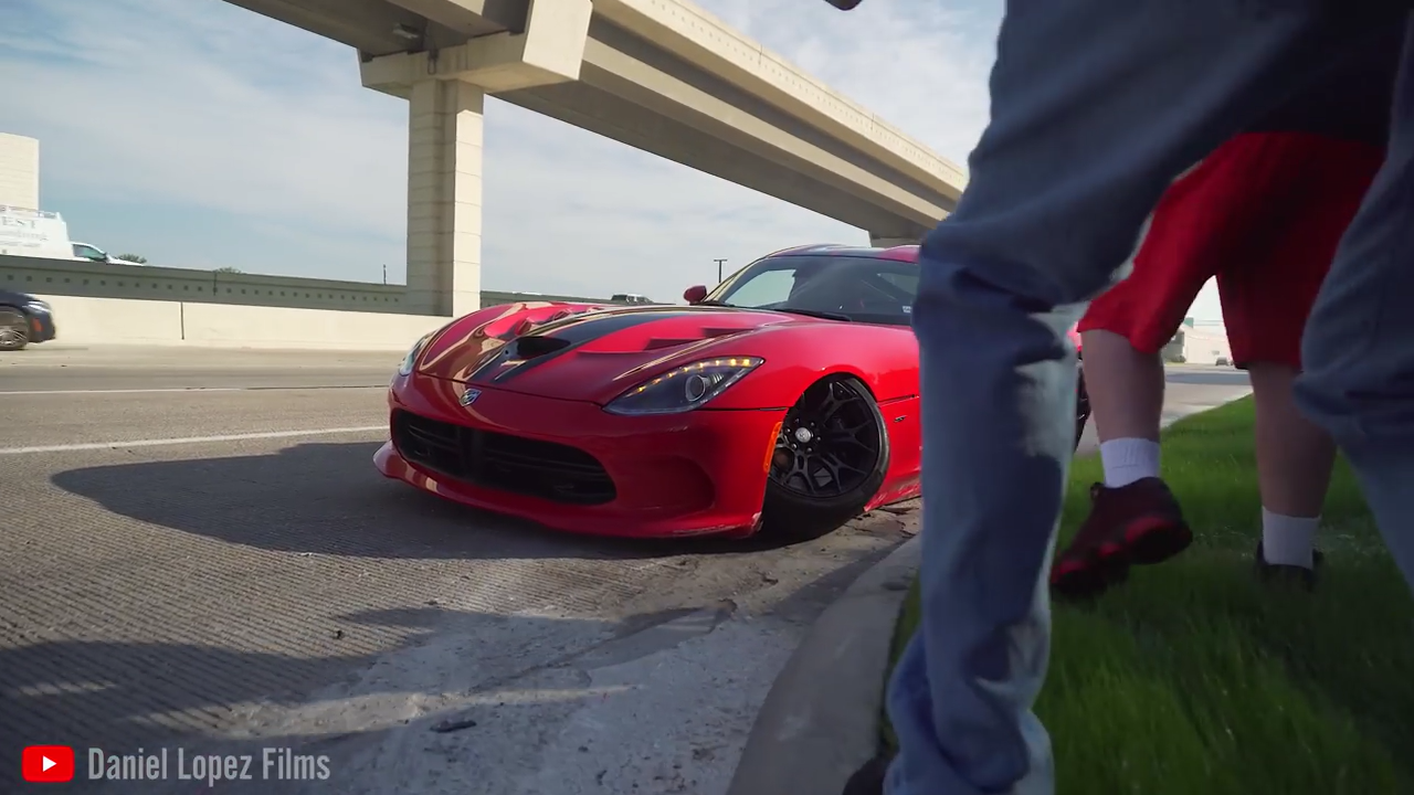 Viper Crashes Leaving Cars and Coffee Like a Mustang - autoevolution