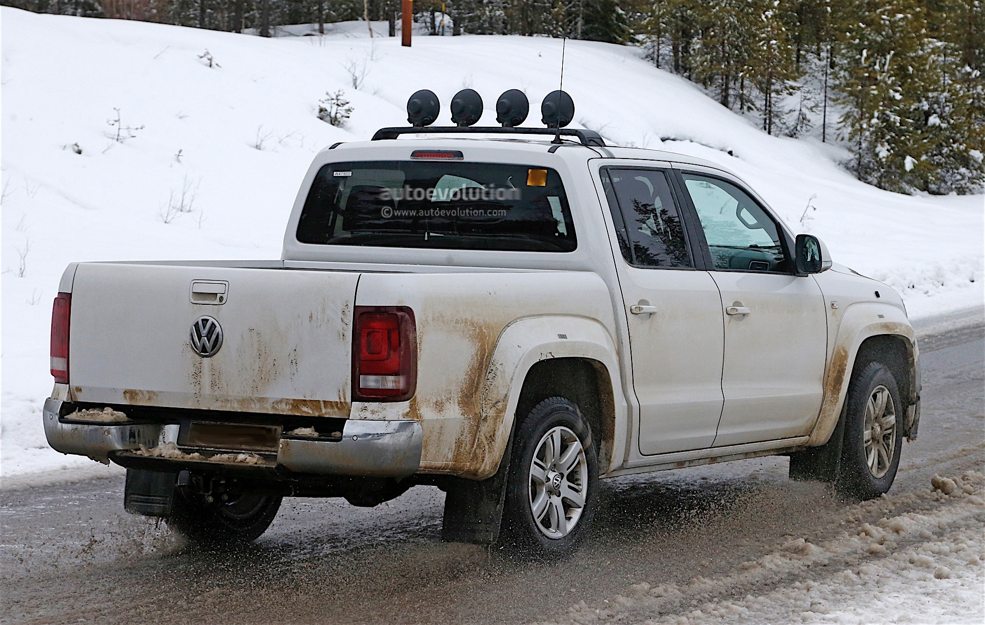 2017 volkswagen amarok spied testing in winter conditions autoevolution. Black Bedroom Furniture Sets. Home Design Ideas