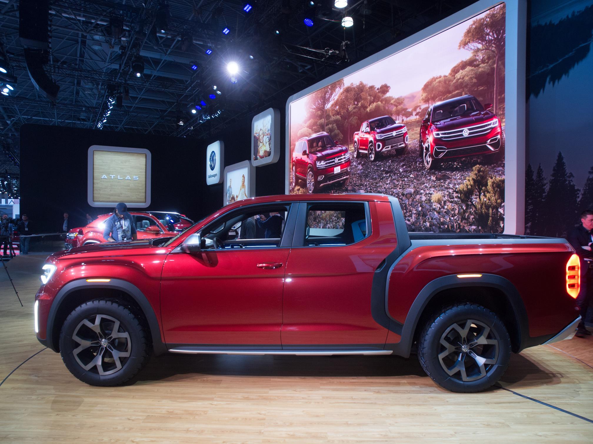 Volkswagen Atlas Tanoak Pickup Shows Cool Design Details, Evolutionary Interior - autoevolution