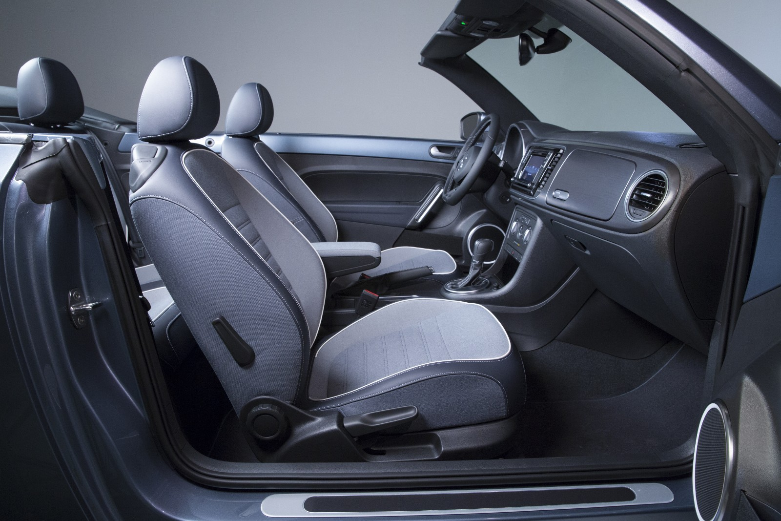 Volkswagen Beetle Denim Unveiled with Jeans Fabric for the Roof and Seats - autoevolution