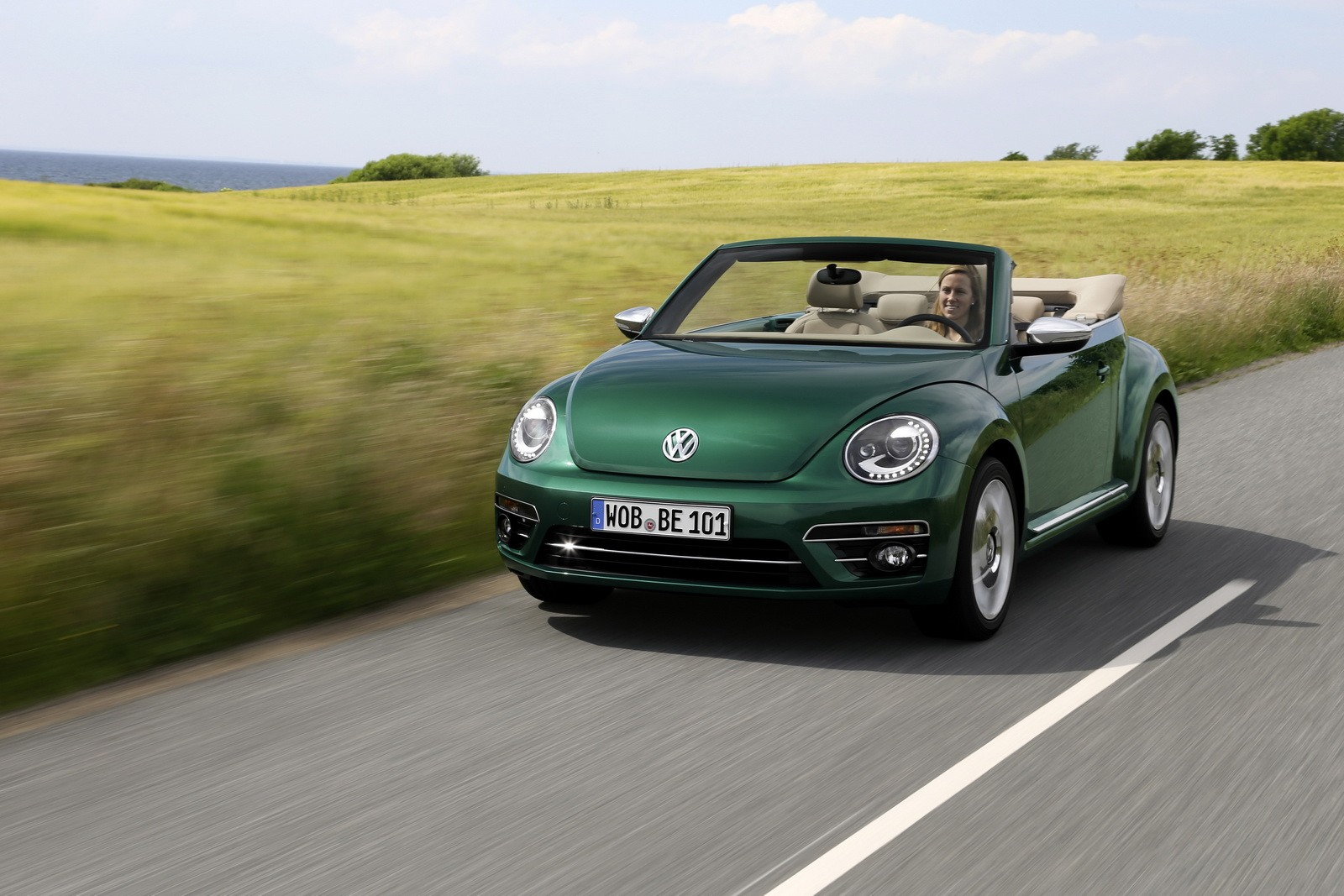 VW Beetle SUV Coming in 2019 with Hybrid and Allroad Versions ...