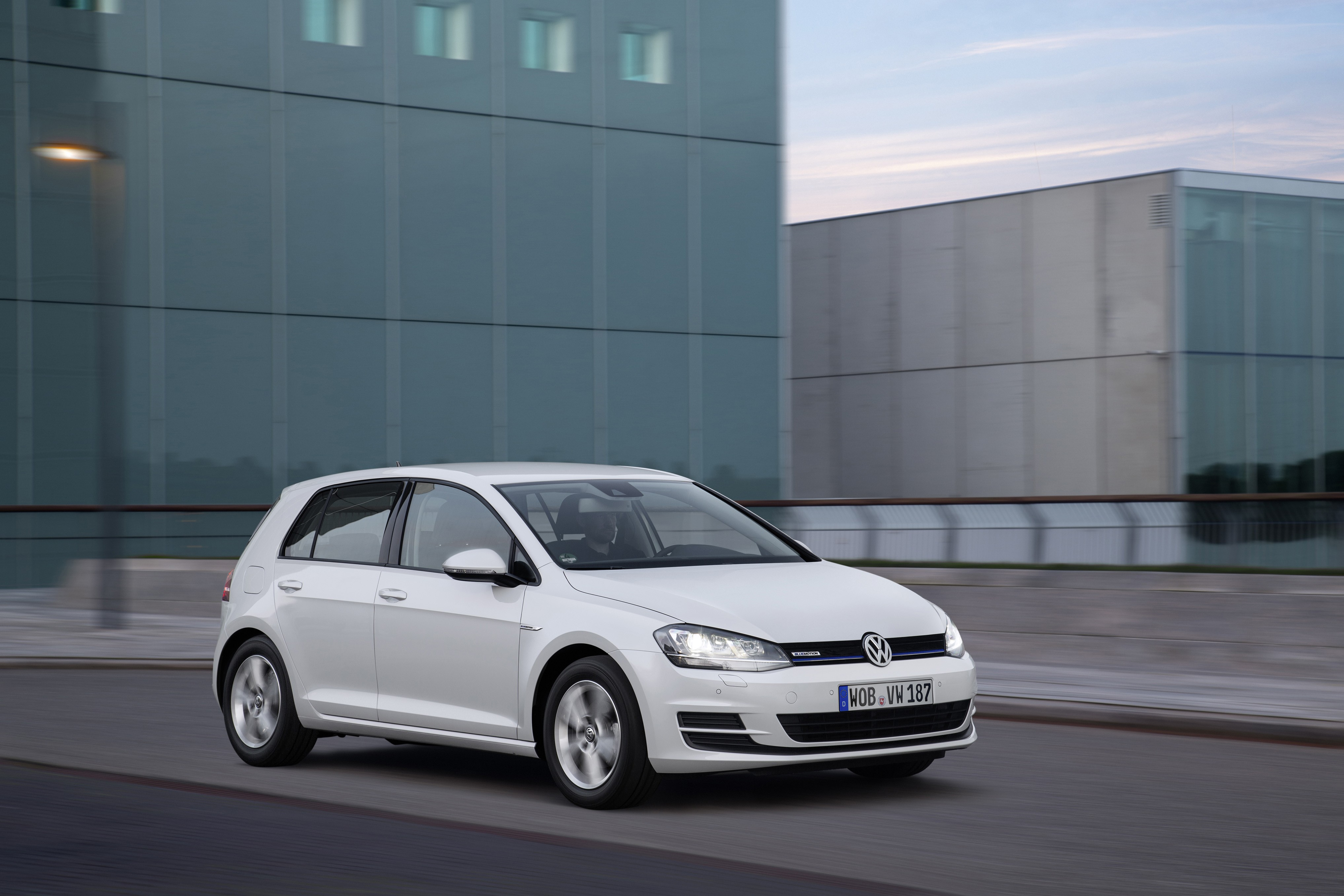 Volkswagen Golf Tsi Bluemotion Debuts With Efficient Cylinder Turbo Engine Photo Gallery