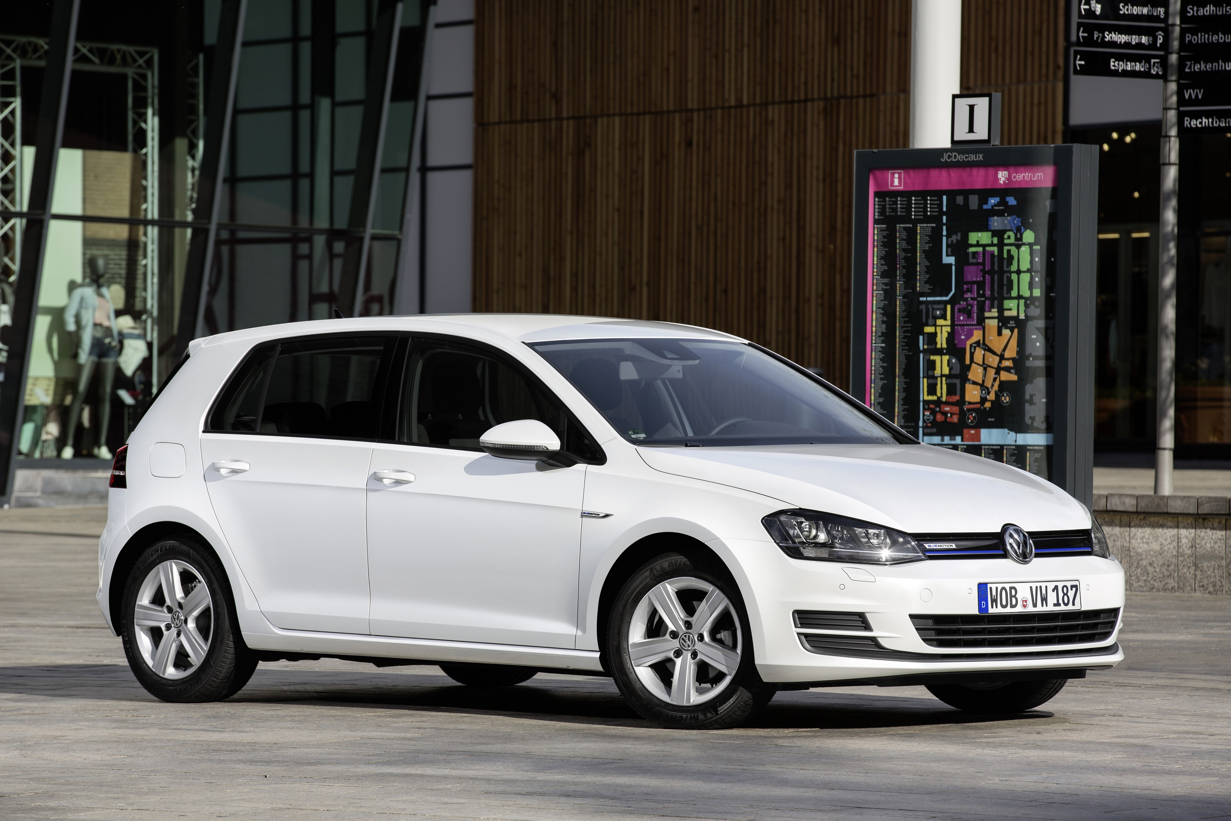 volkswagen golf 1 0 tsi bluemotion debuts with 3 cylinder turbo engine autoevolution. Black Bedroom Furniture Sets. Home Design Ideas