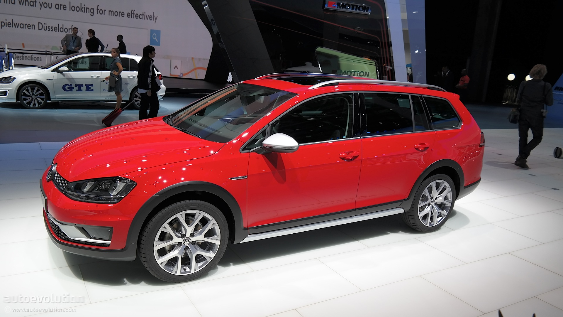 Volkswagen golf alltrack unveiled german compact goes offroad in paris live photos