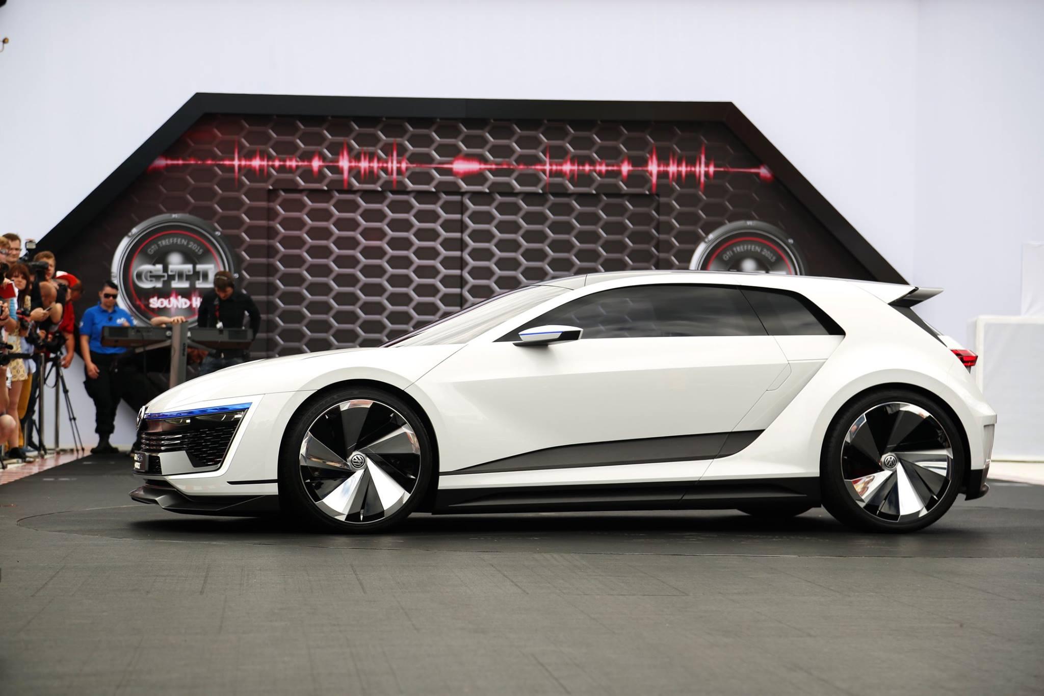 Volkswagen Golf GTE Sport Concept Makes American Debut at LA Auto Show - autoevolution