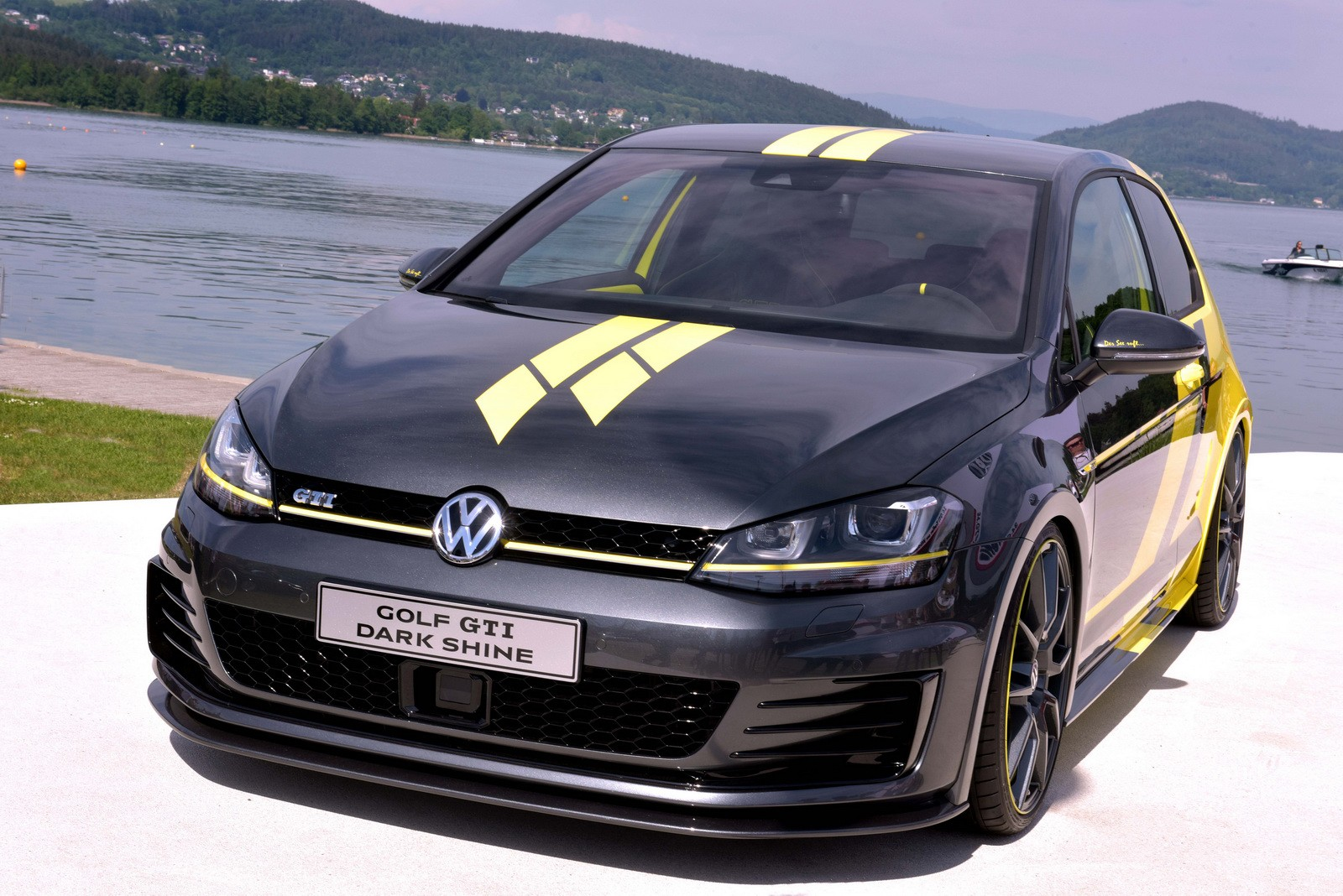 volkswagen-golf-gti-dark-shine-debuts-at-worthersee-2015-photo-gallery_3.jpg