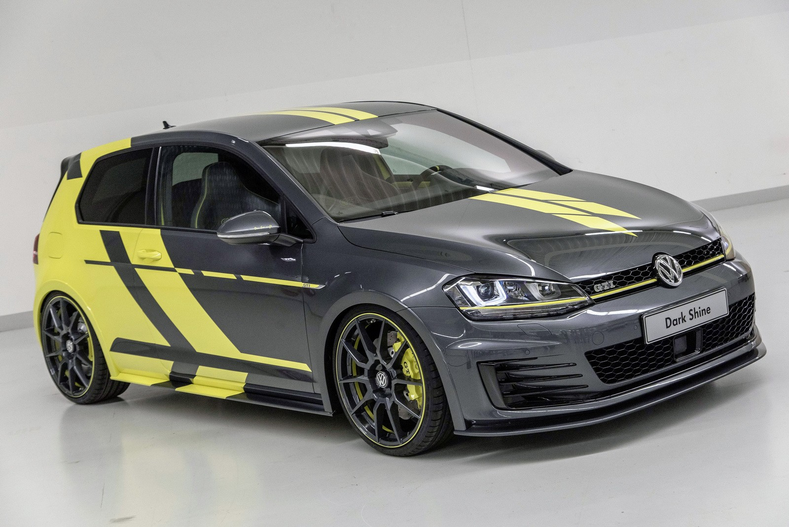 volkswagen-golf-gti-dark-shine-debuts-at-worthersee-2015-photo-gallery_4.jpg