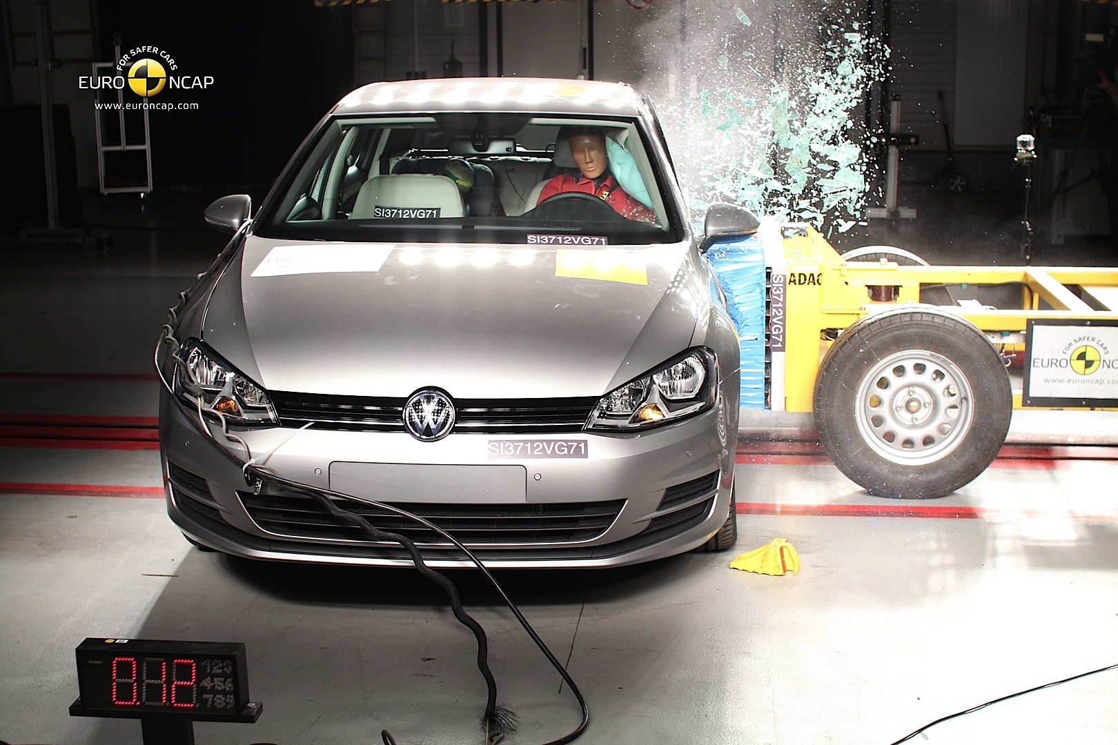 volkswagen golf vii awarded 5 star euro ncap rating. Black Bedroom Furniture Sets. Home Design Ideas