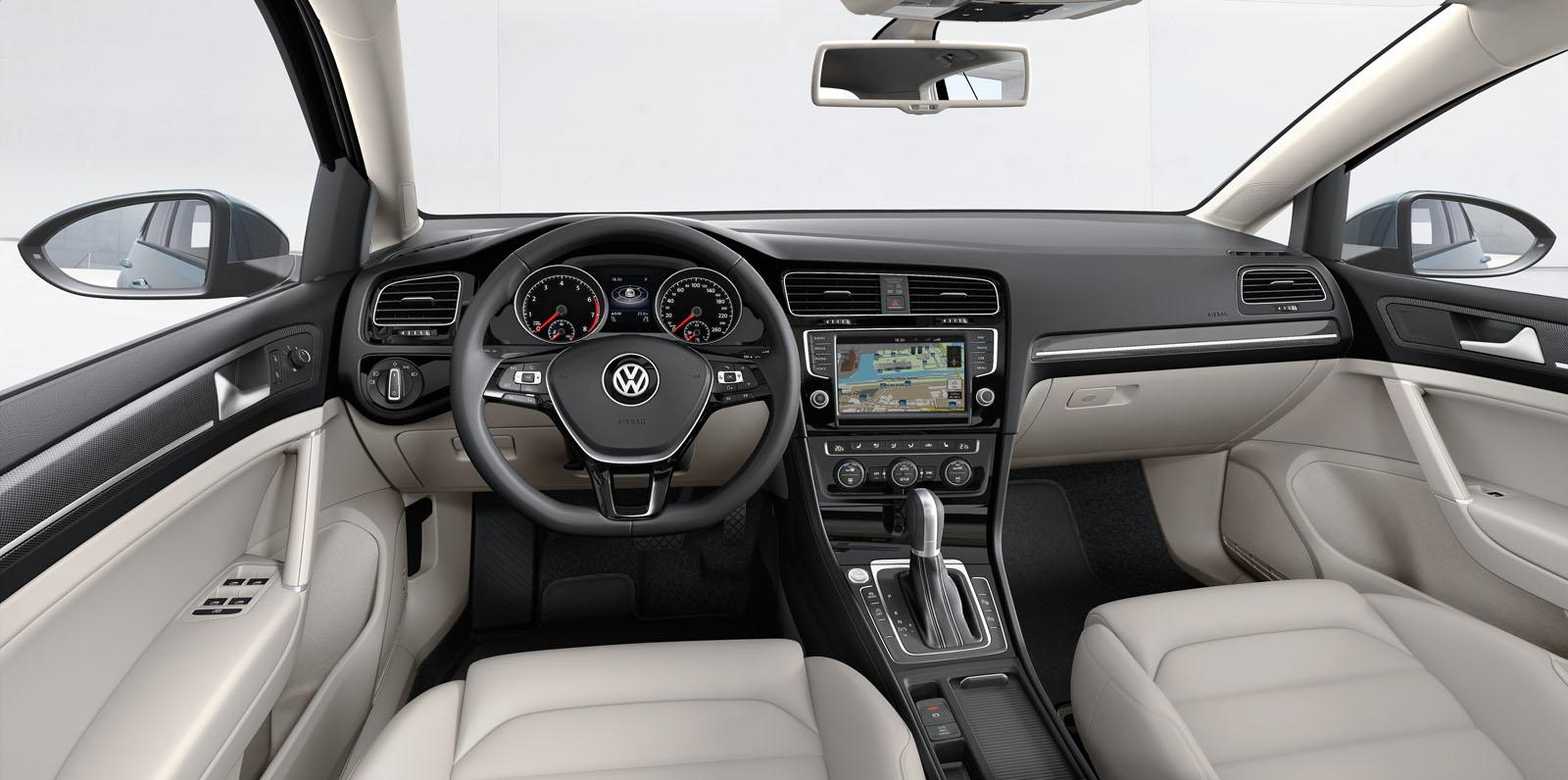 Volkswagen golf vii official specs and images released for Golf interieur boisbriand