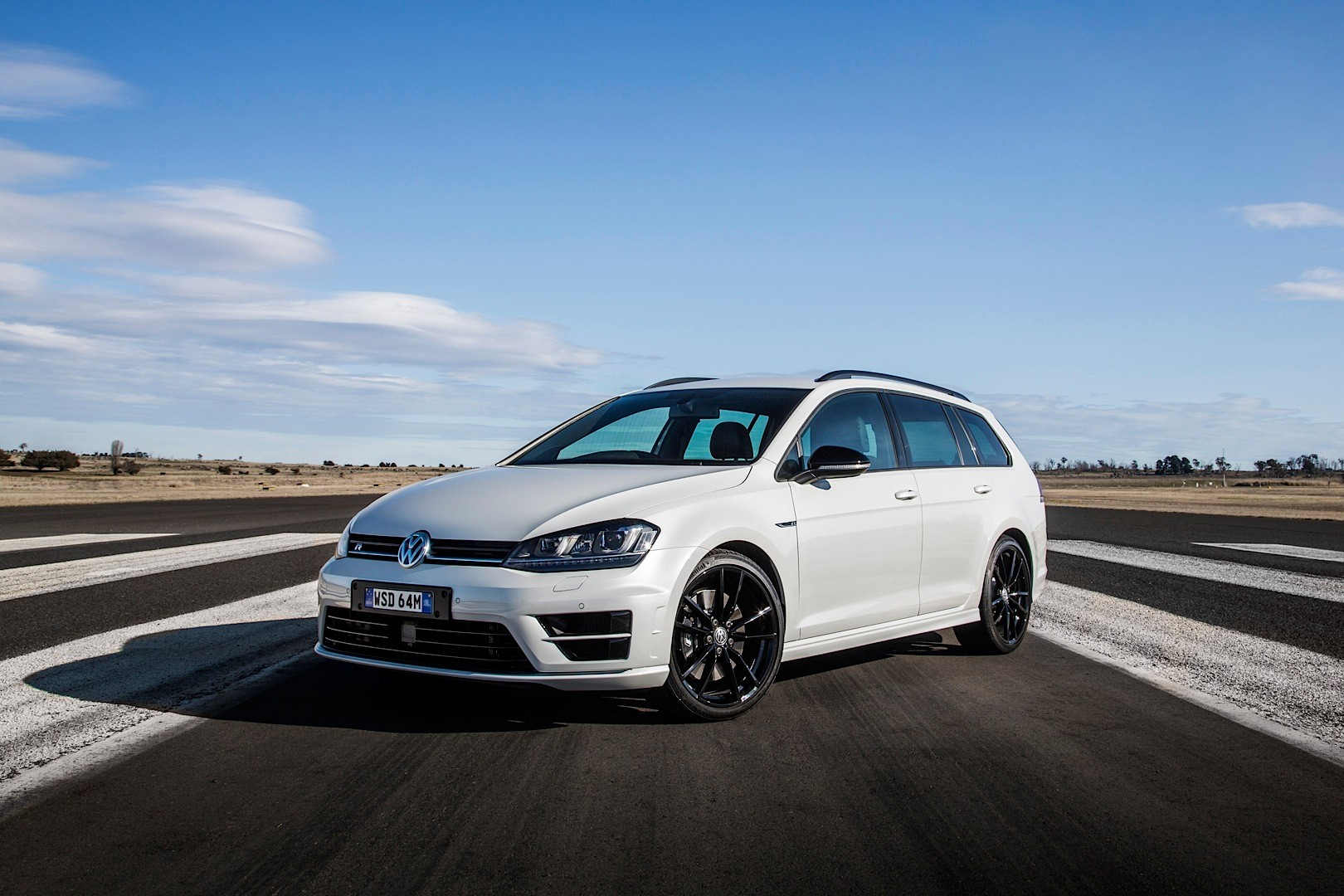 volkswagen launches golf r wagon wolfsburg edition in. Black Bedroom Furniture Sets. Home Design Ideas