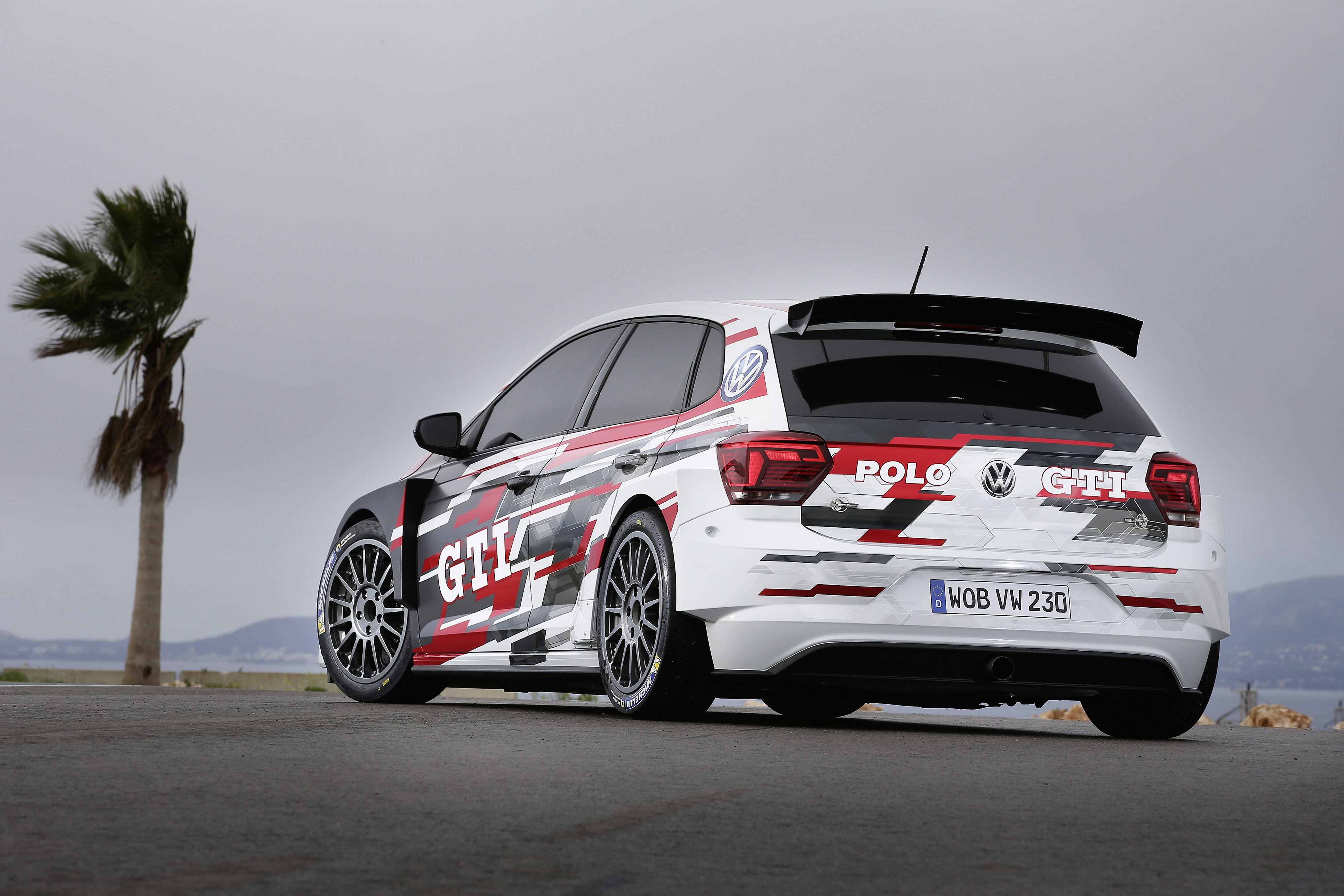 volkswagen polo gti r5 customer race car unveiled. Black Bedroom Furniture Sets. Home Design Ideas