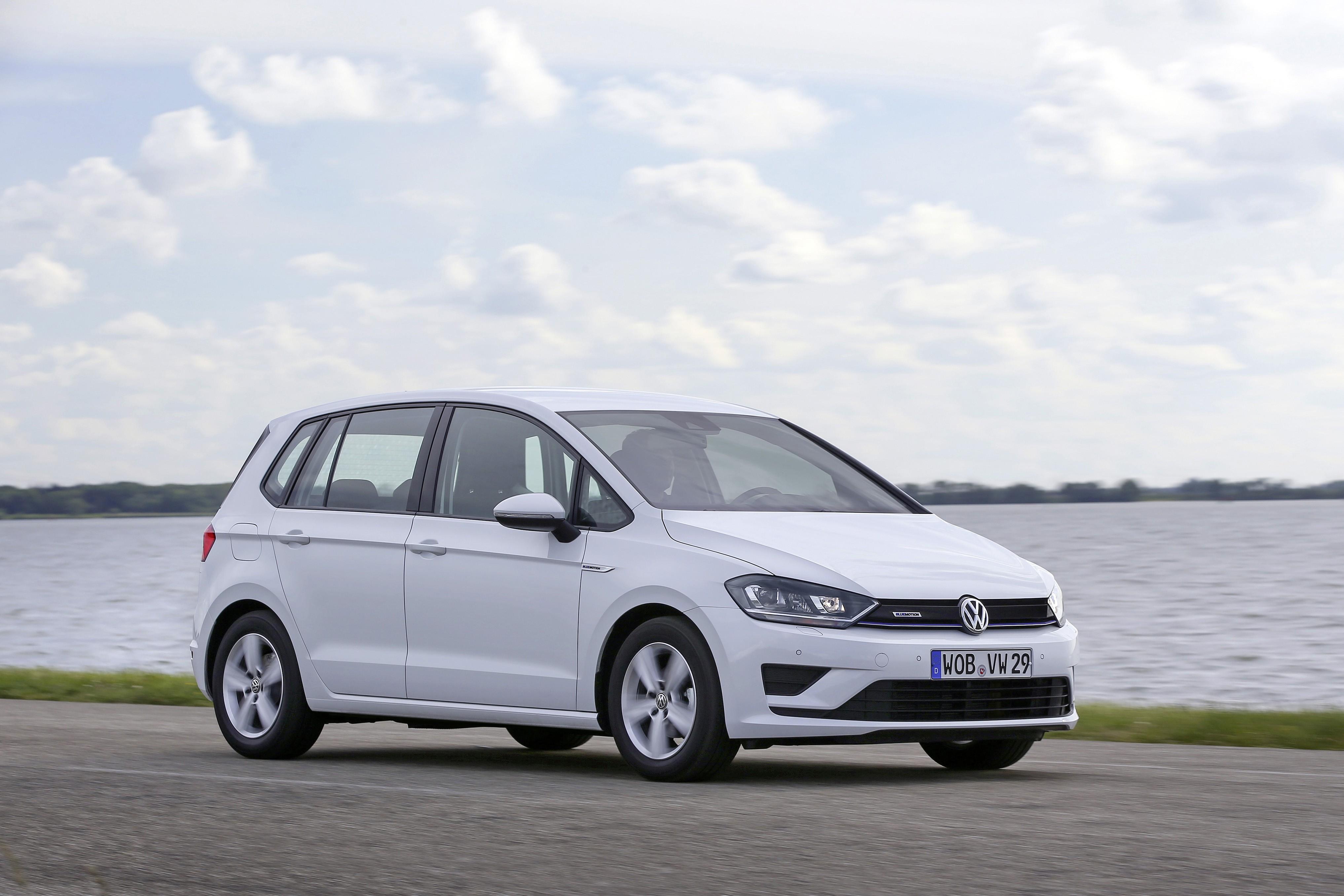 volkswagen reveals golf sportsvan tsi bluemotion with 1 liter engine autoevolution. Black Bedroom Furniture Sets. Home Design Ideas