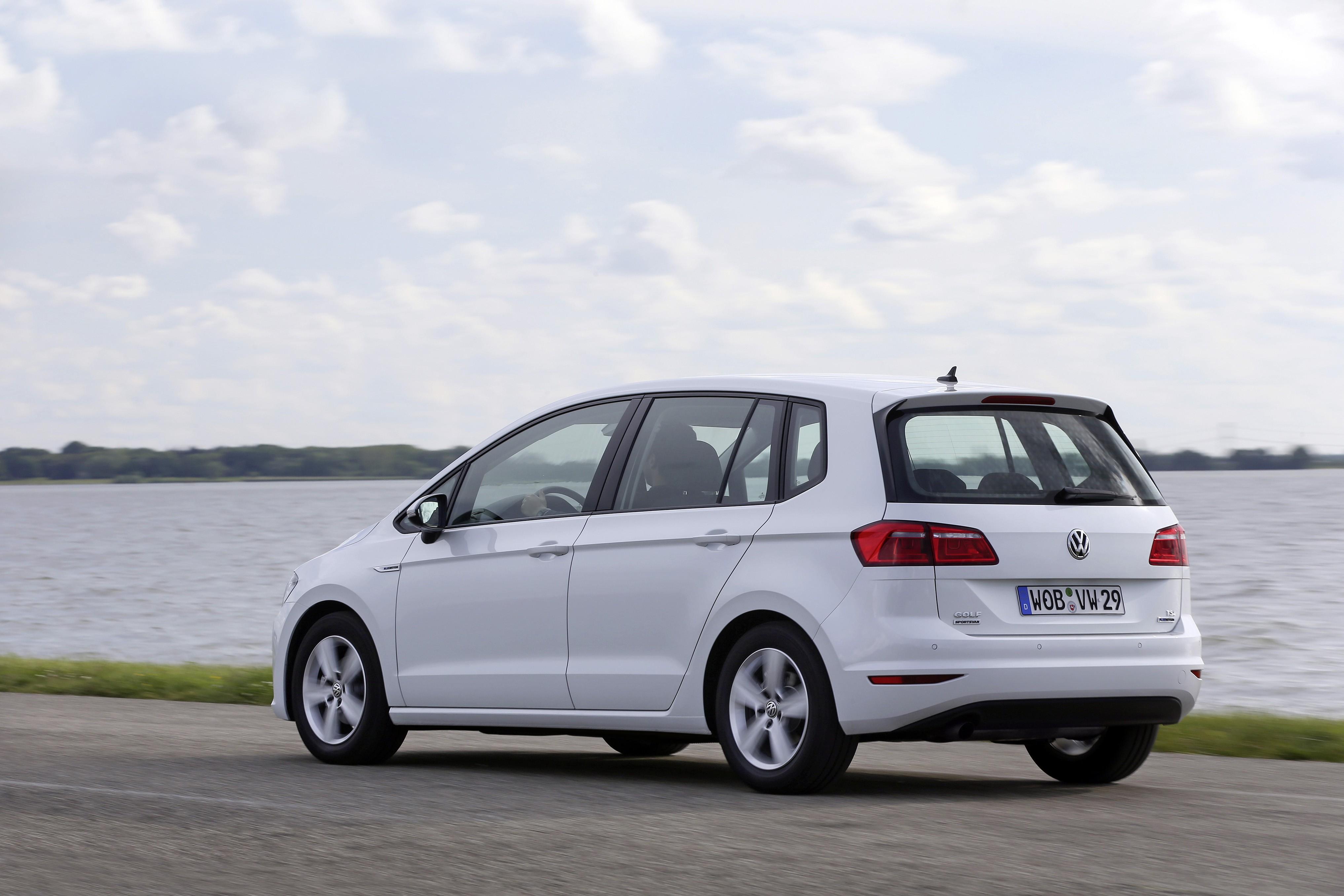 2017 Volkswagen Golf Tsi S >> Volkswagen Reveals Golf Sportsvan TSI BlueMotion with 1 ...