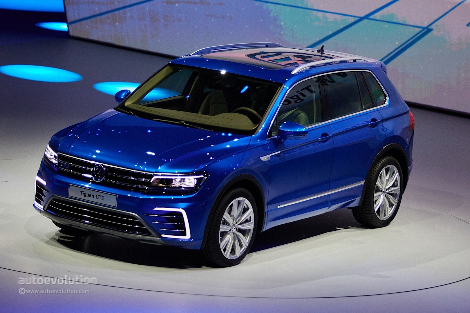volkswagen tiguan gte concept revealed with 218 ps and 50 km electric range autoevolution. Black Bedroom Furniture Sets. Home Design Ideas