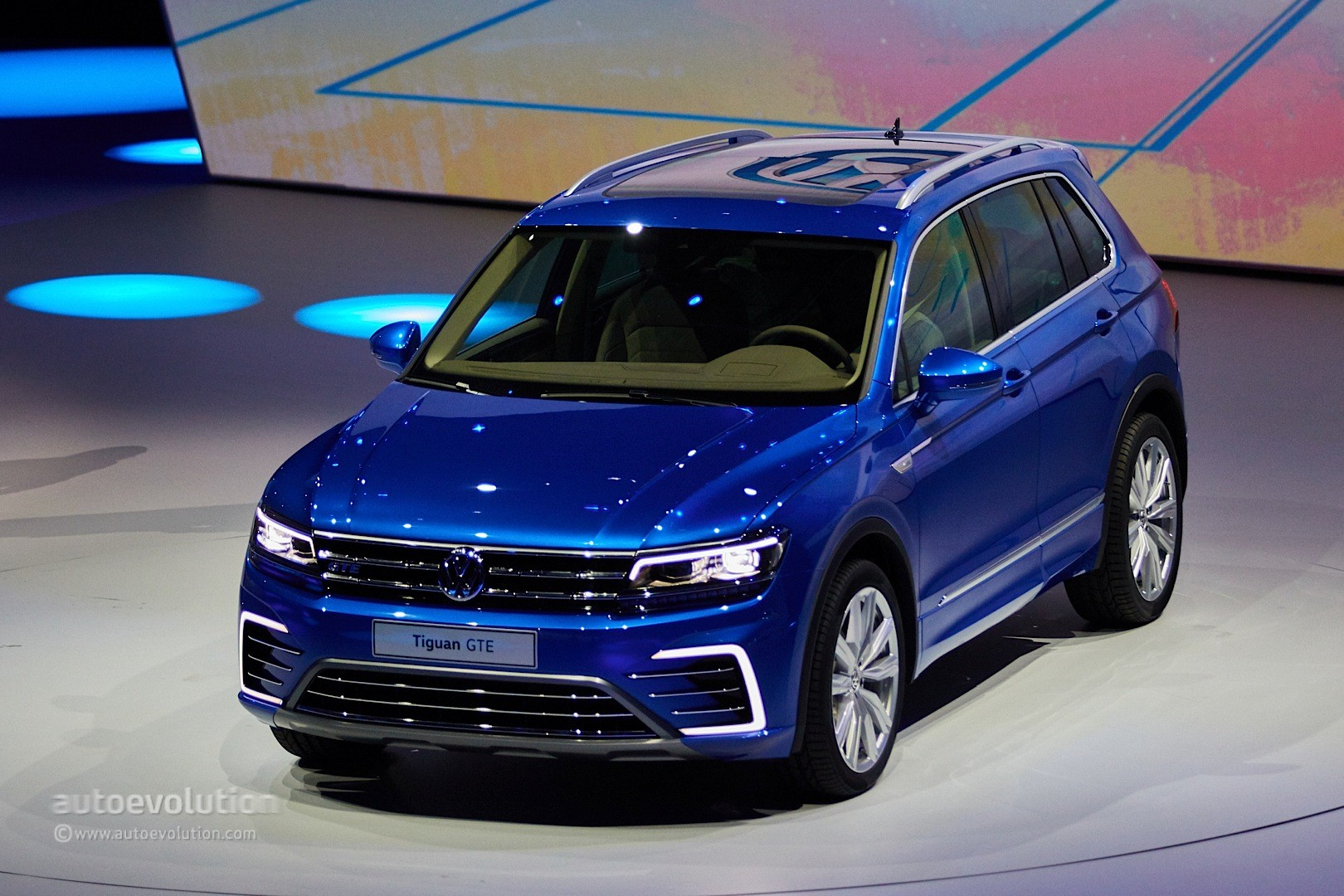 Volkswagen Tiguan GTE Concept Revealed with 218 PS and 50 KM Electric Range - autoevolution