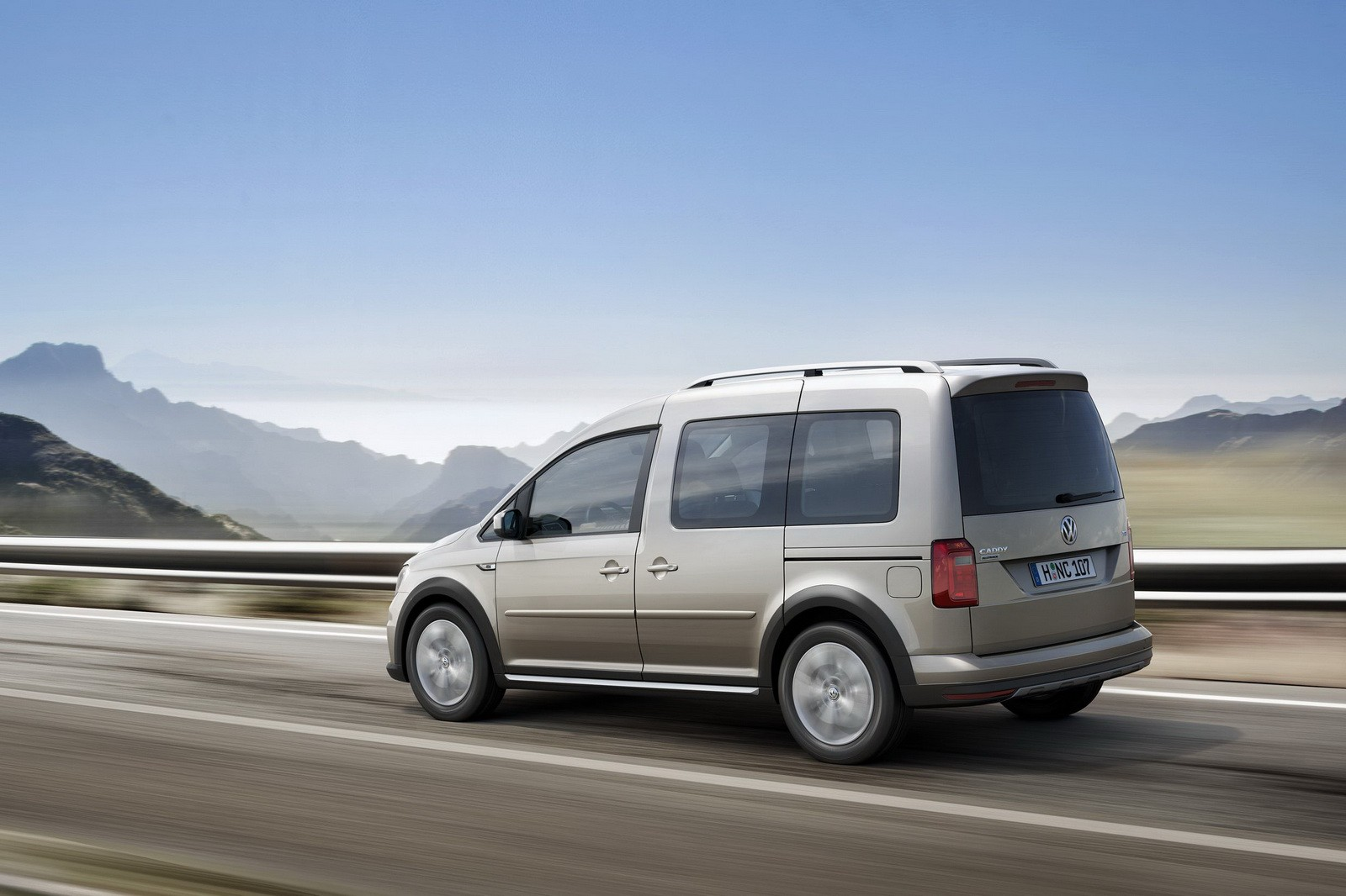 Volkswagen Unveils All-New Caddy Alltrack with Rugged Looks and 4Motion AWD - autoevolution