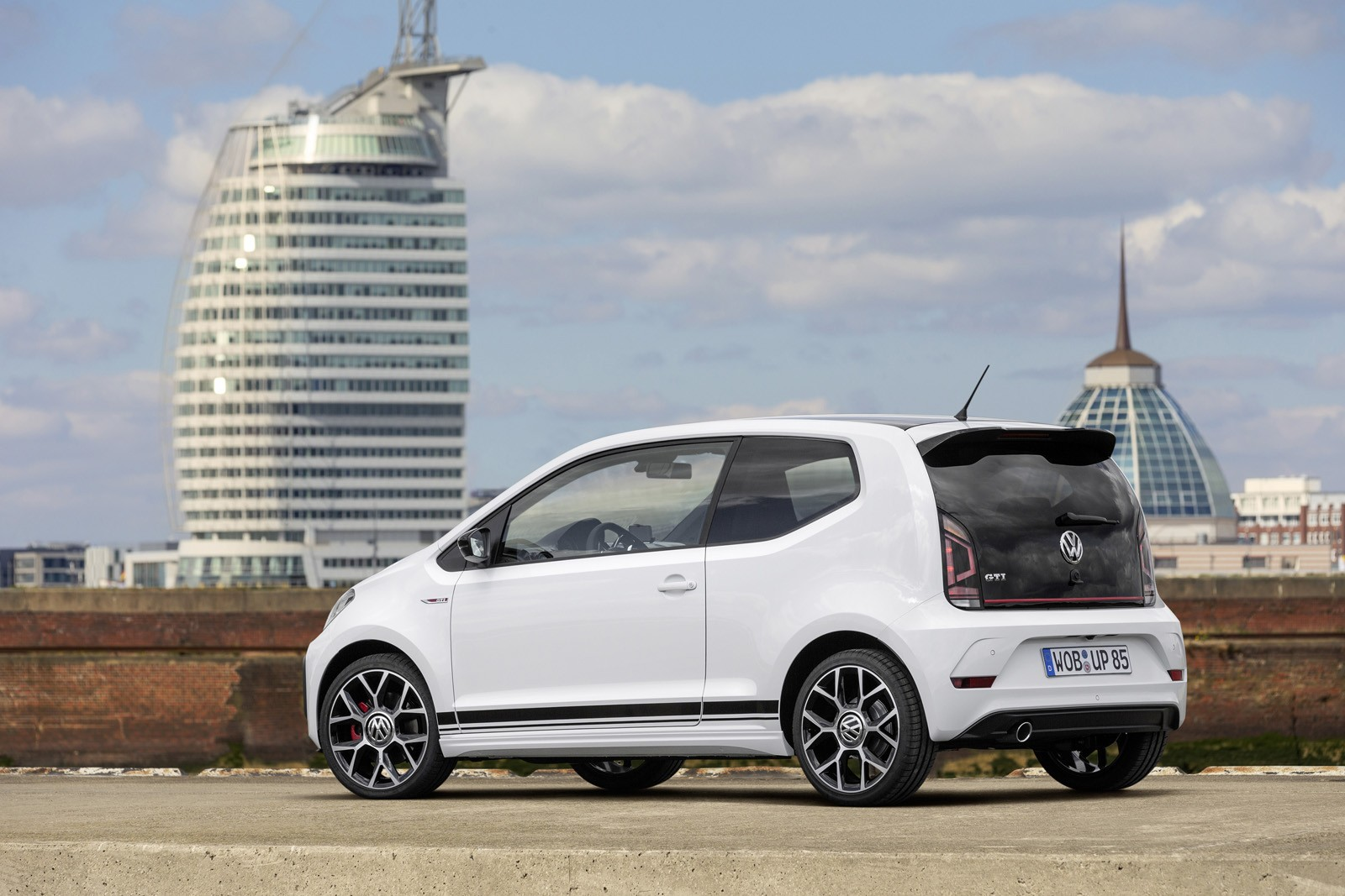 volkswagen up gti revealed with 1 0 tsi engine and. Black Bedroom Furniture Sets. Home Design Ideas