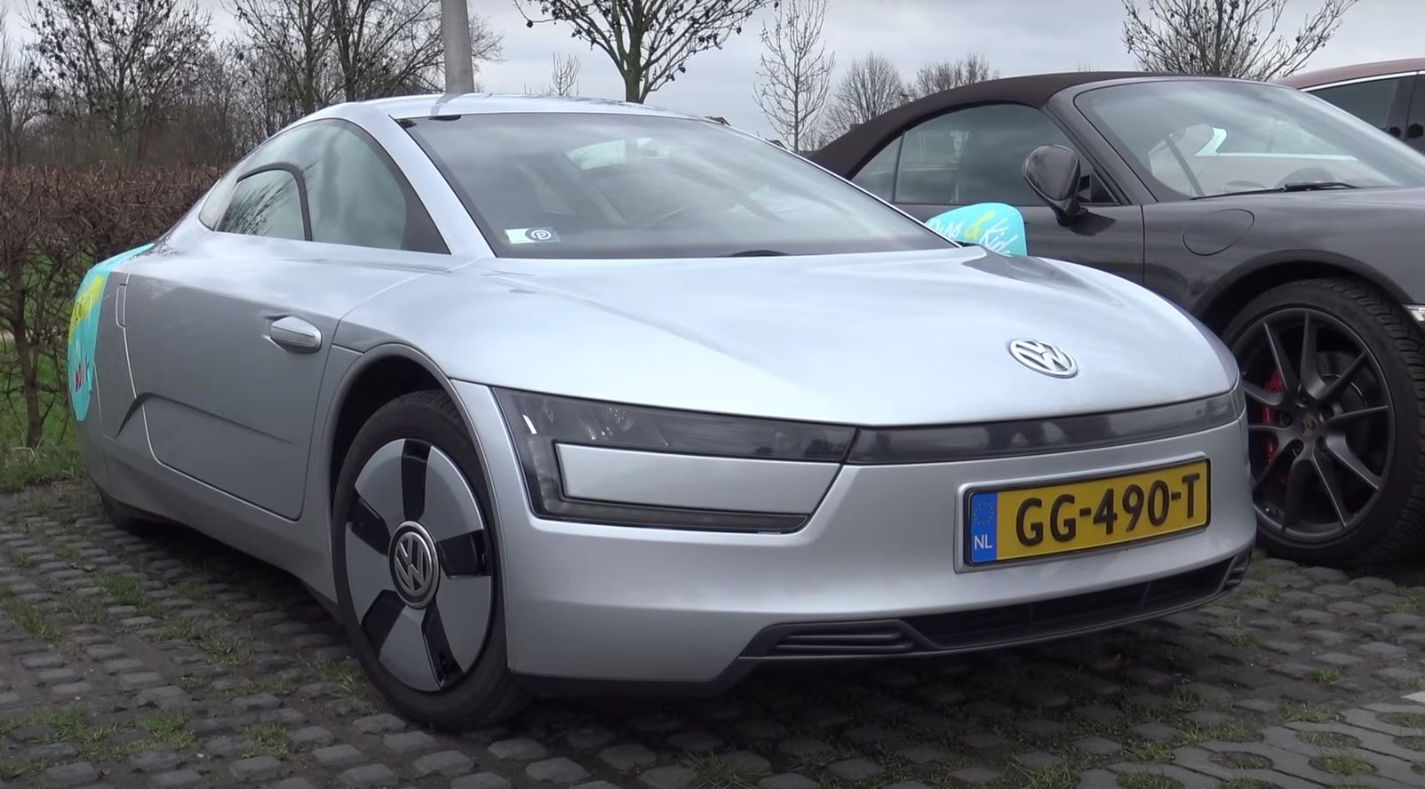 volkswagen xl1 at car meet somehow makes sense autoevolution. Black Bedroom Furniture Sets. Home Design Ideas