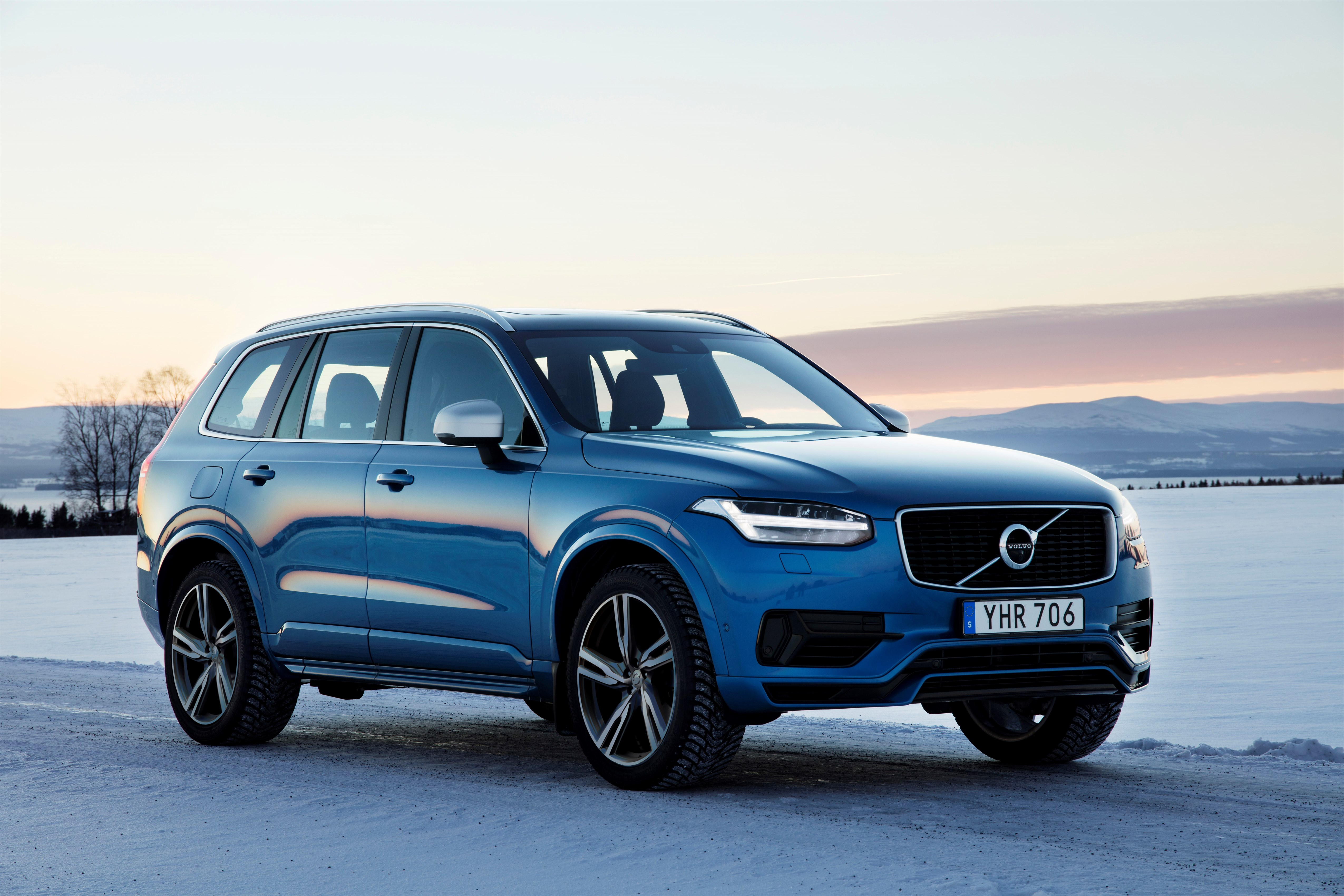 Volvo AWD Turns 20, V90 Cross Country Becomes the Getaway Car - autoevolution