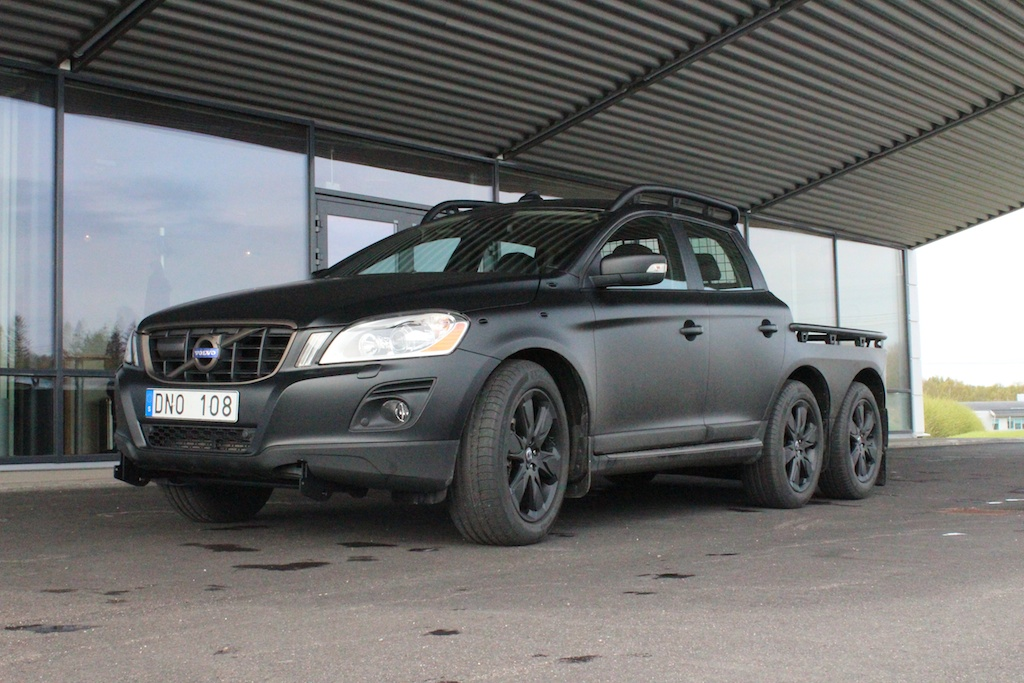 volvo-builds-one-off-six-wheeled-xc60-photo-gallery_5.jpg