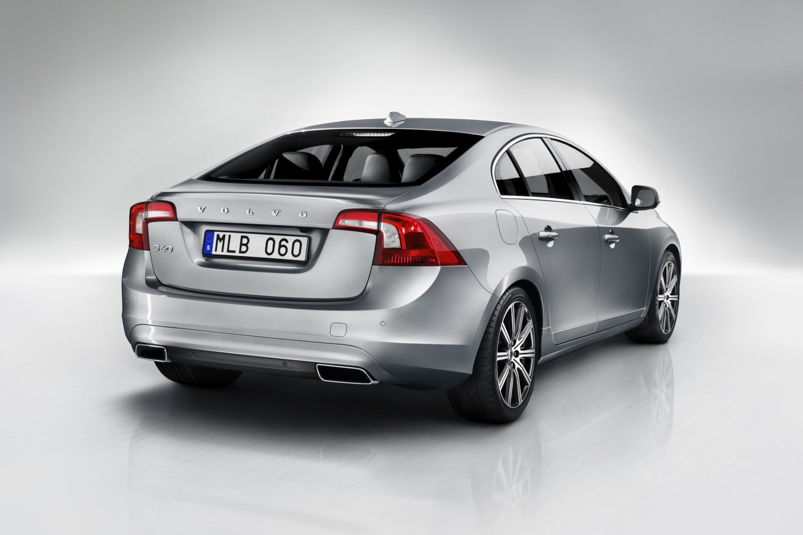 Volvo Exhibits New S60 V60 And Xc60 Models Autoevolution