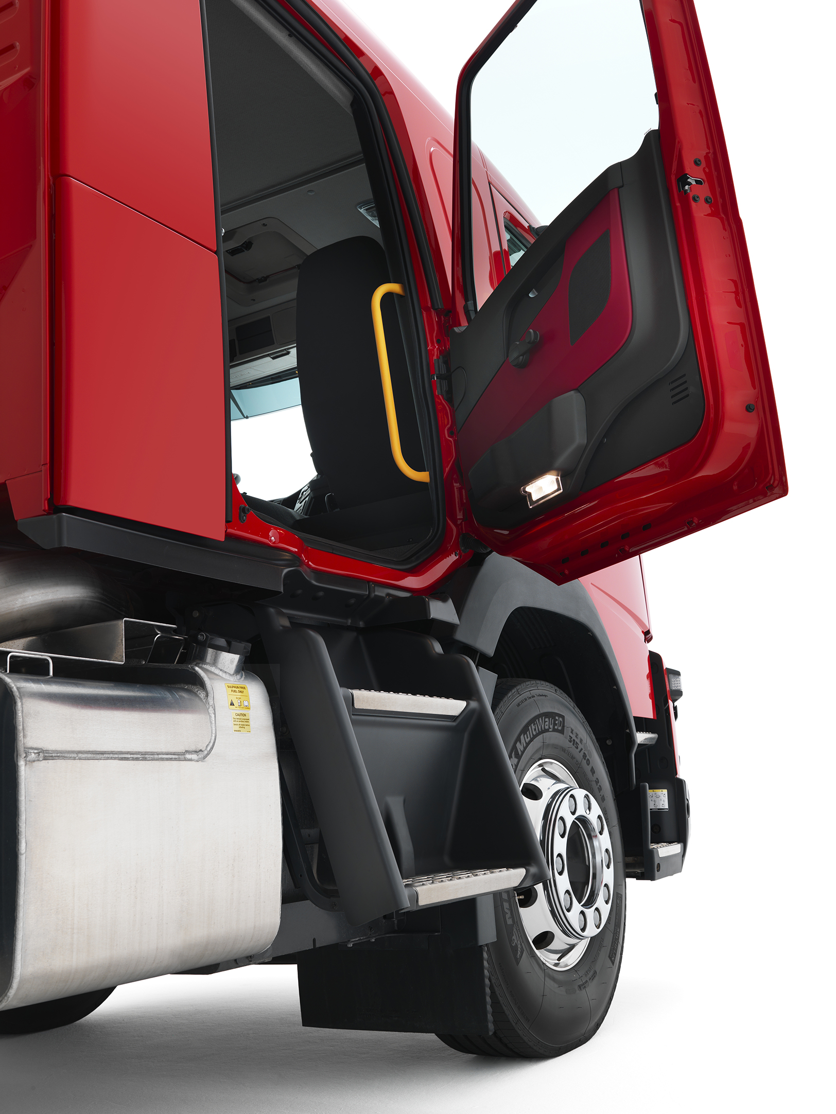 Volvo FL and FMX Trucks Now Available in Crew Cab Guise - autoevolution