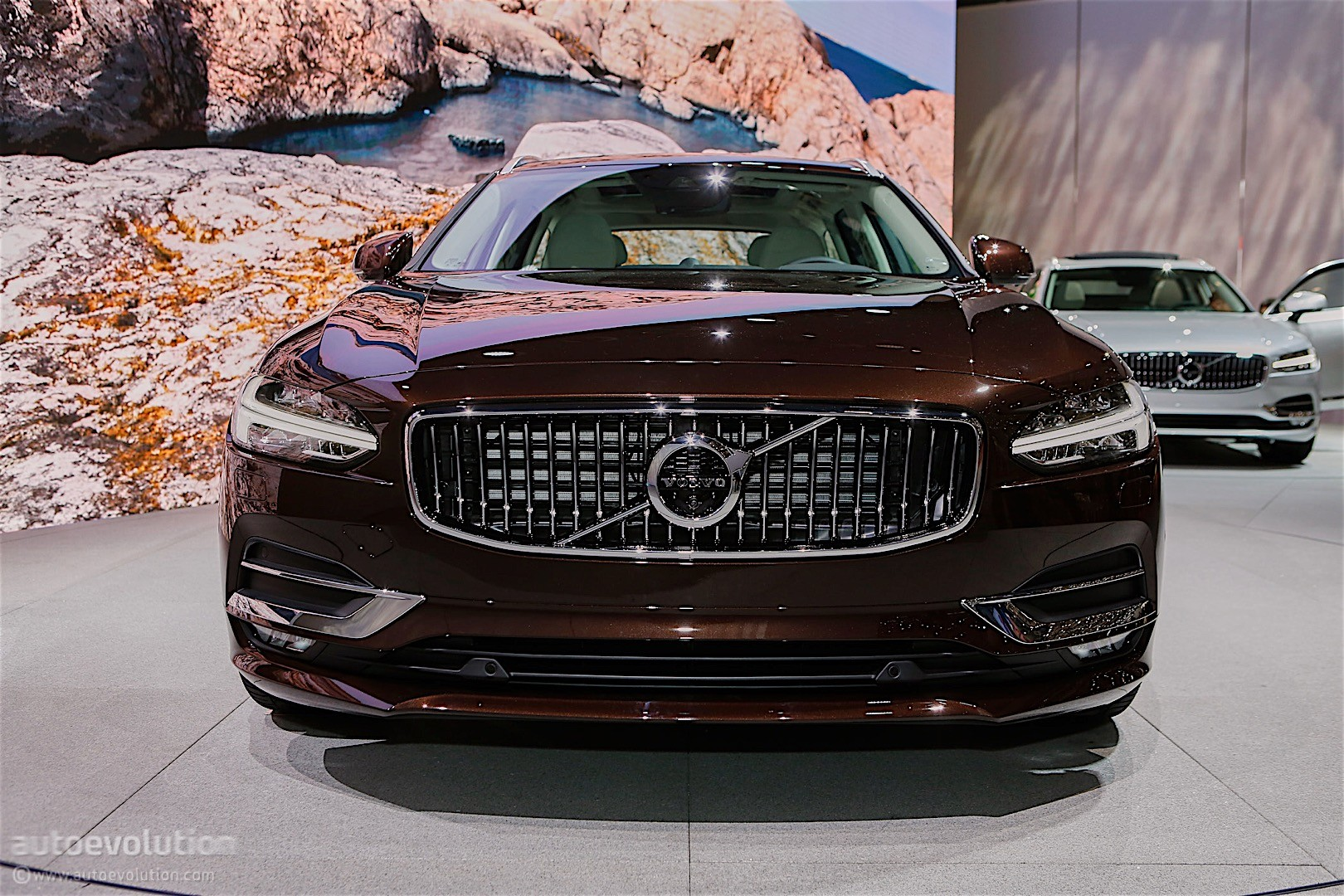 Volvo's Swedish Corner of Geneva Reveals V40 Facelift and New V90 - autoevolution