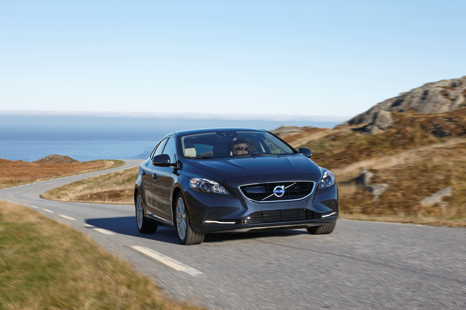 volvo introduces powerful and efficient new engines for v40 d4 and t5 models autoevolution. Black Bedroom Furniture Sets. Home Design Ideas