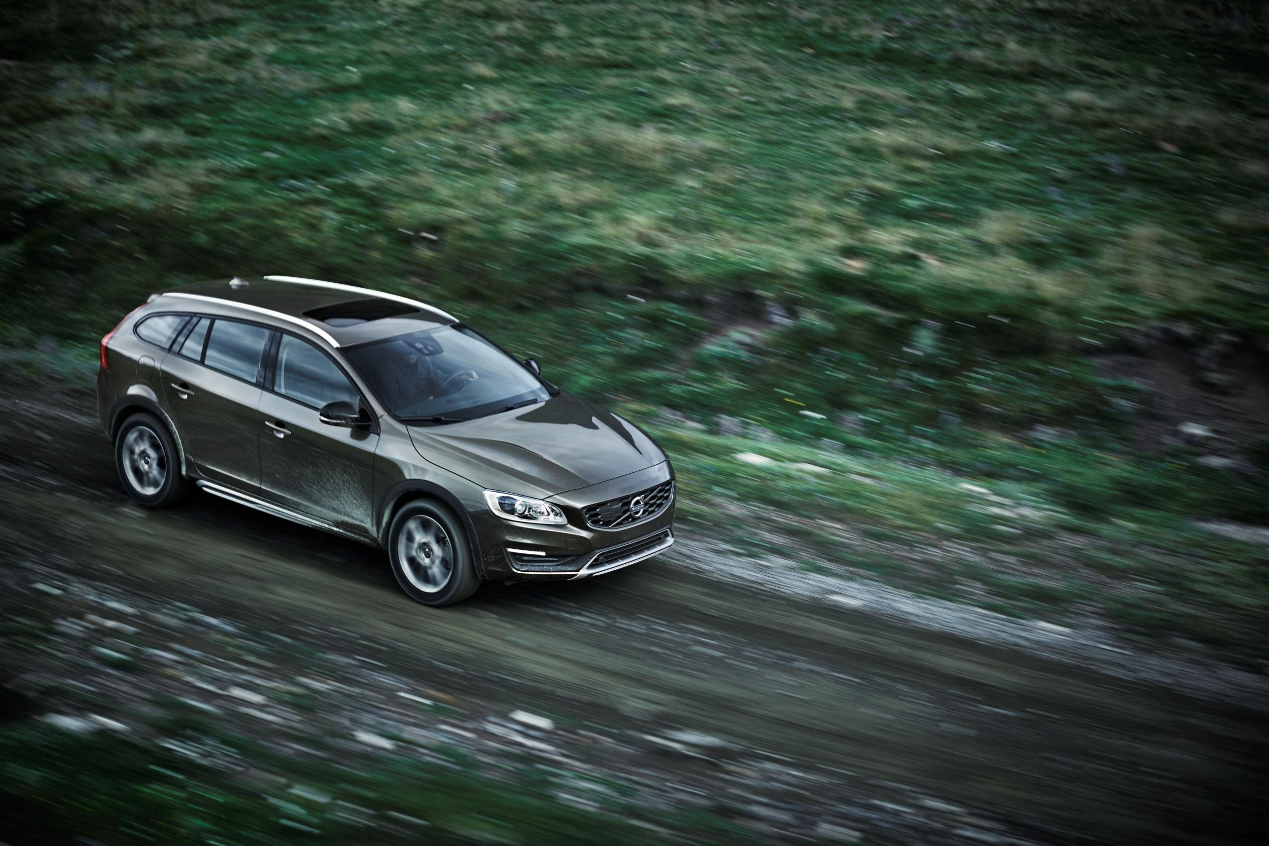 volvo v60 cross country coming to los angeles auto show. Black Bedroom Furniture Sets. Home Design Ideas
