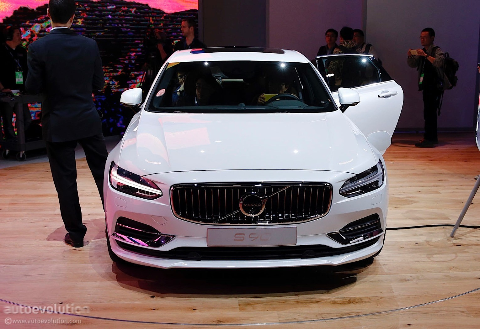 Volvo Launches Its S90 Flagship Sedan at 2016 Detroit Auto Show - autoevolution