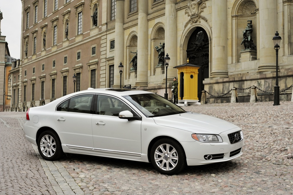 Volvo Royal Wedding Cars Invade Stockholm Autoevolution