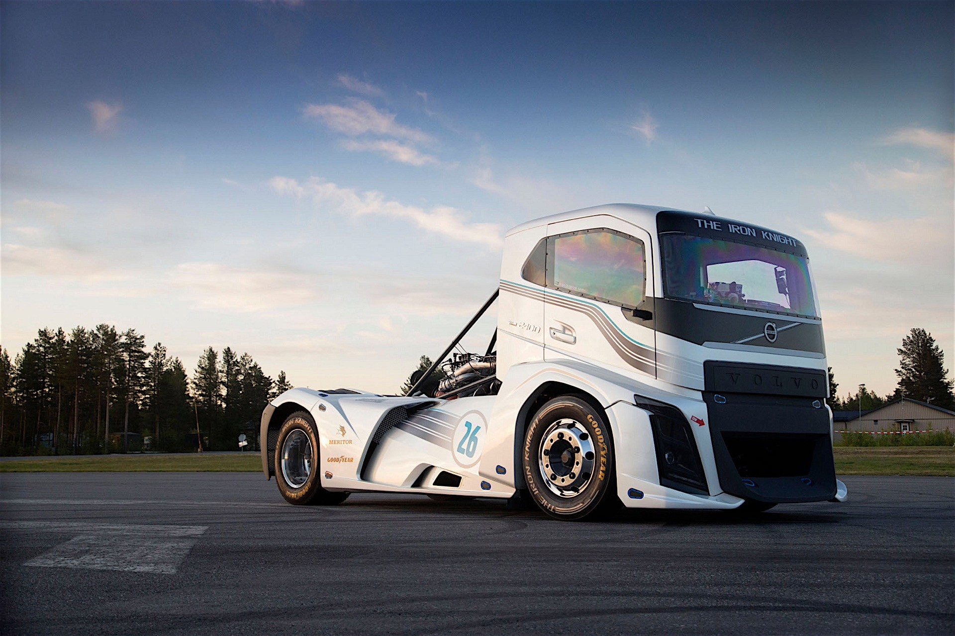 "Volvo Sets World Speed Record With ""Iron Knight"" Truck, It Topped Out At 171 MPH - autoevolution"