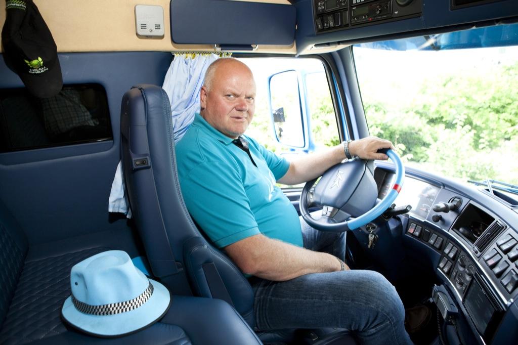 Volvo Trucks Invites You Inside Road Cruiser's Cab ...