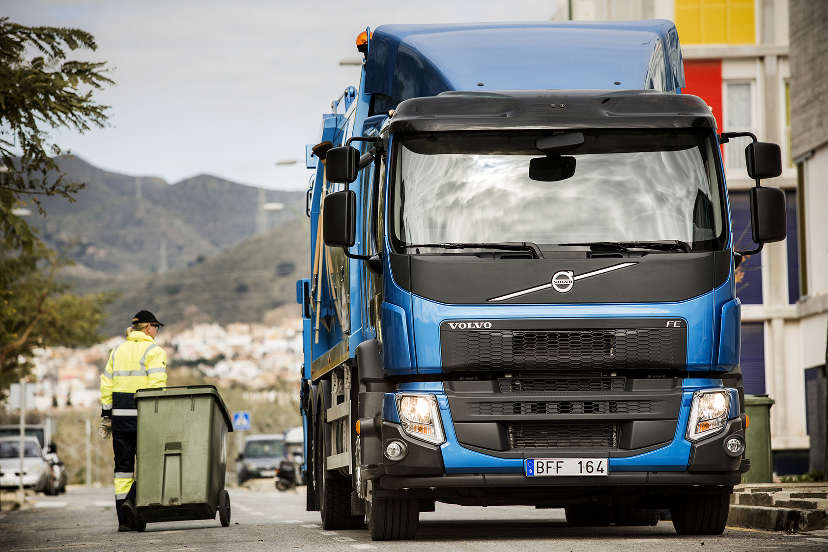 Volvo Trucks Launches New FL and FE [Video] - autoevolution