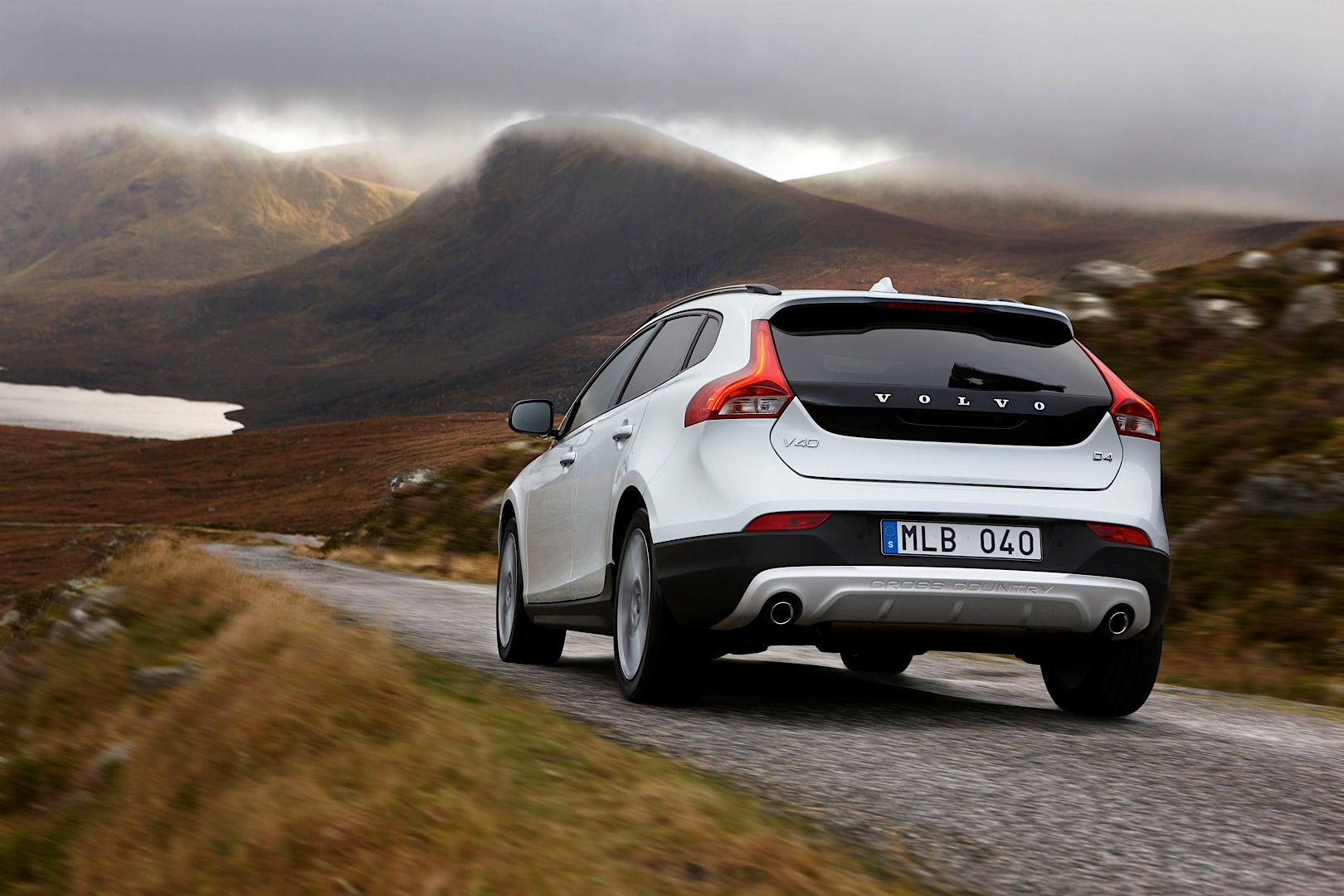Volvo V40 Cross County Gets New T5 AWD Engine: 2-Liter Turbo with 245 HP - autoevolution