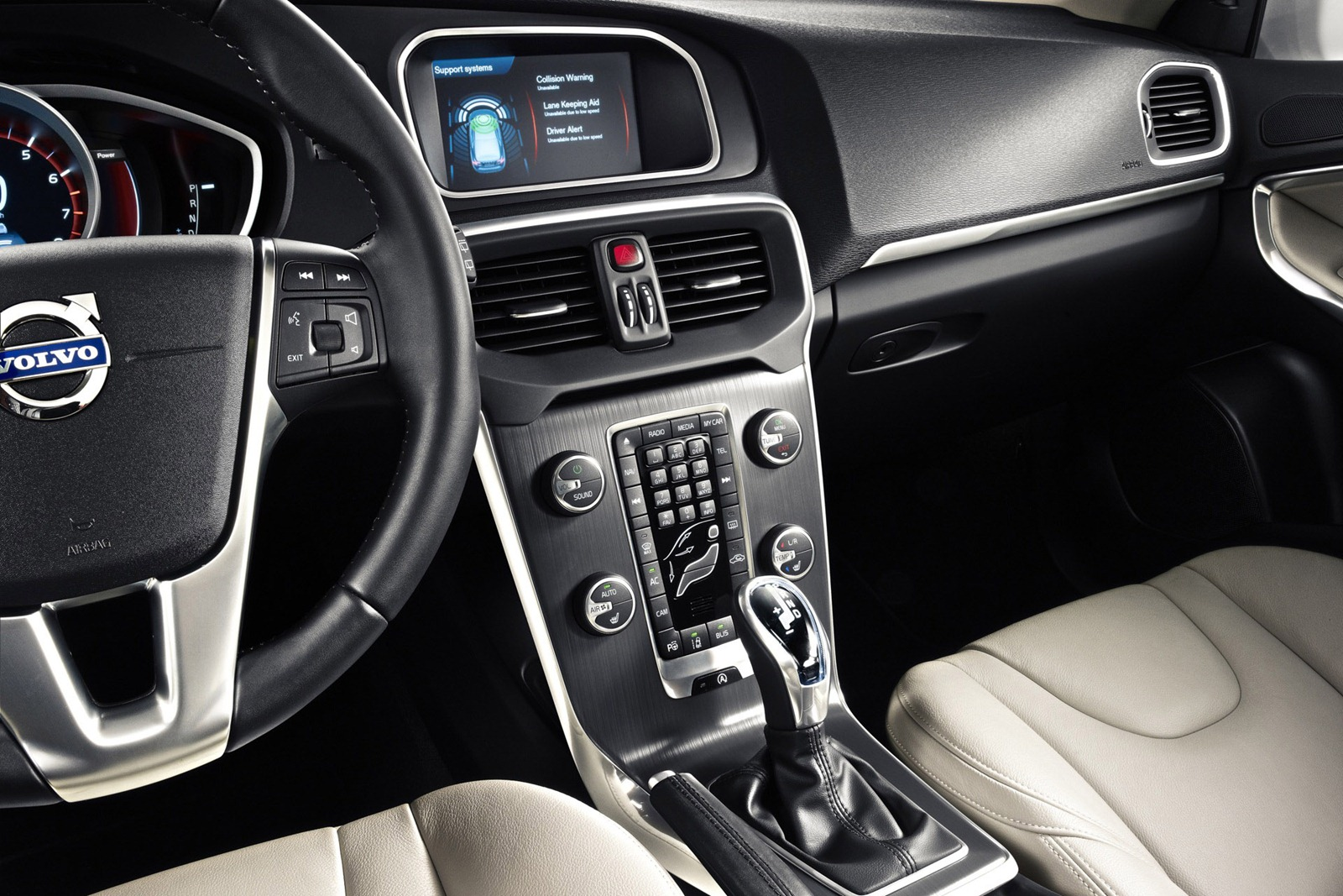 Volvo 40 1 Interior >> Volvo V40 Photos Leaked Again Premium Interior Revealed Autoevolution