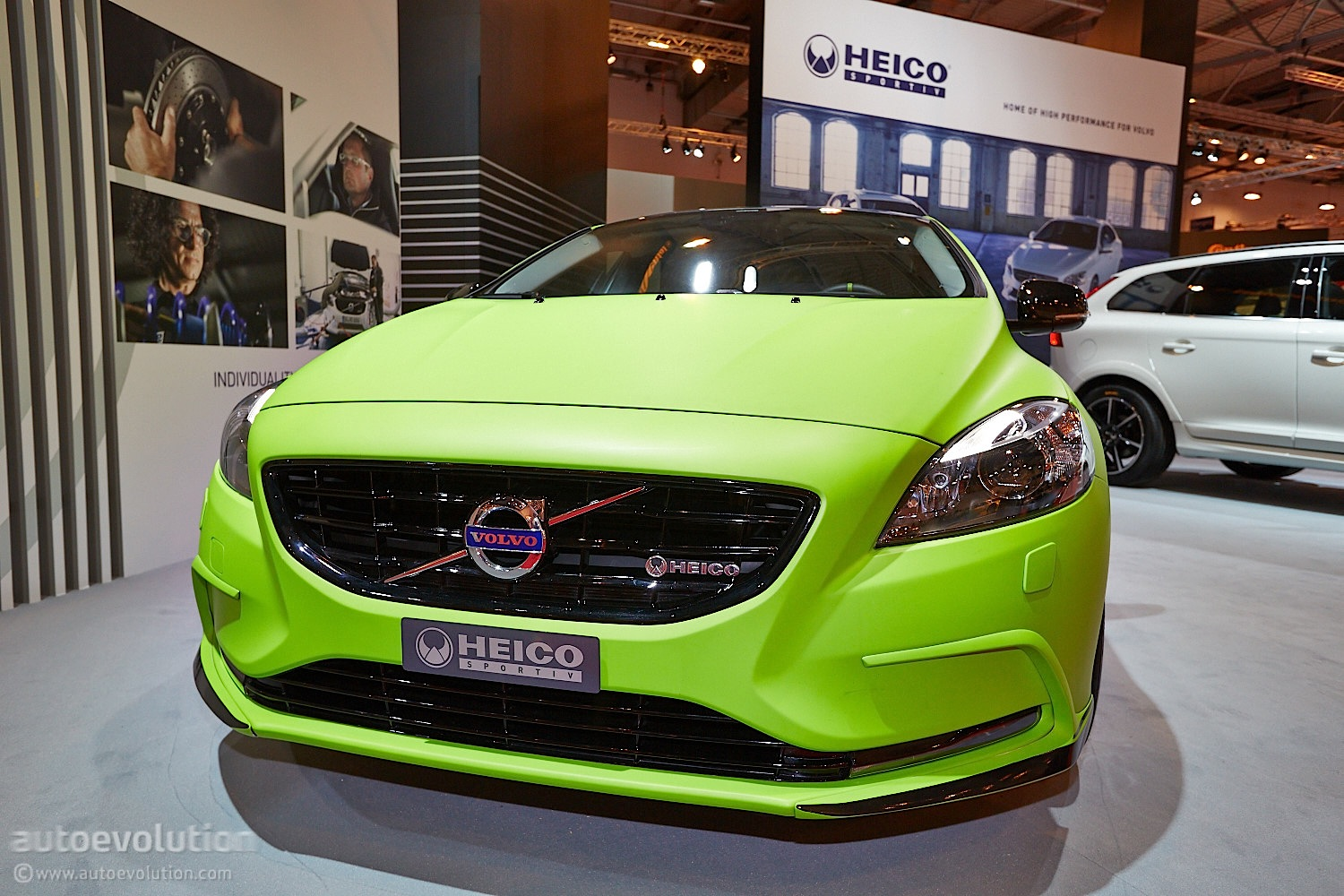 volvo v40 t5 hpc arrives at essen 2013 live photos autoevolution. Black Bedroom Furniture Sets. Home Design Ideas