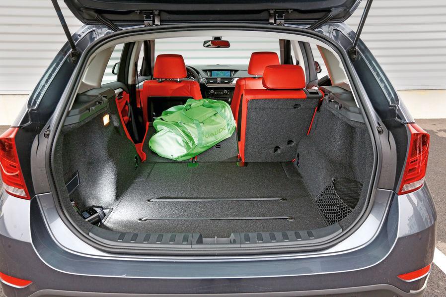 Volvo V40 Xc Vs Bmw X1 Review By Automotorundsport