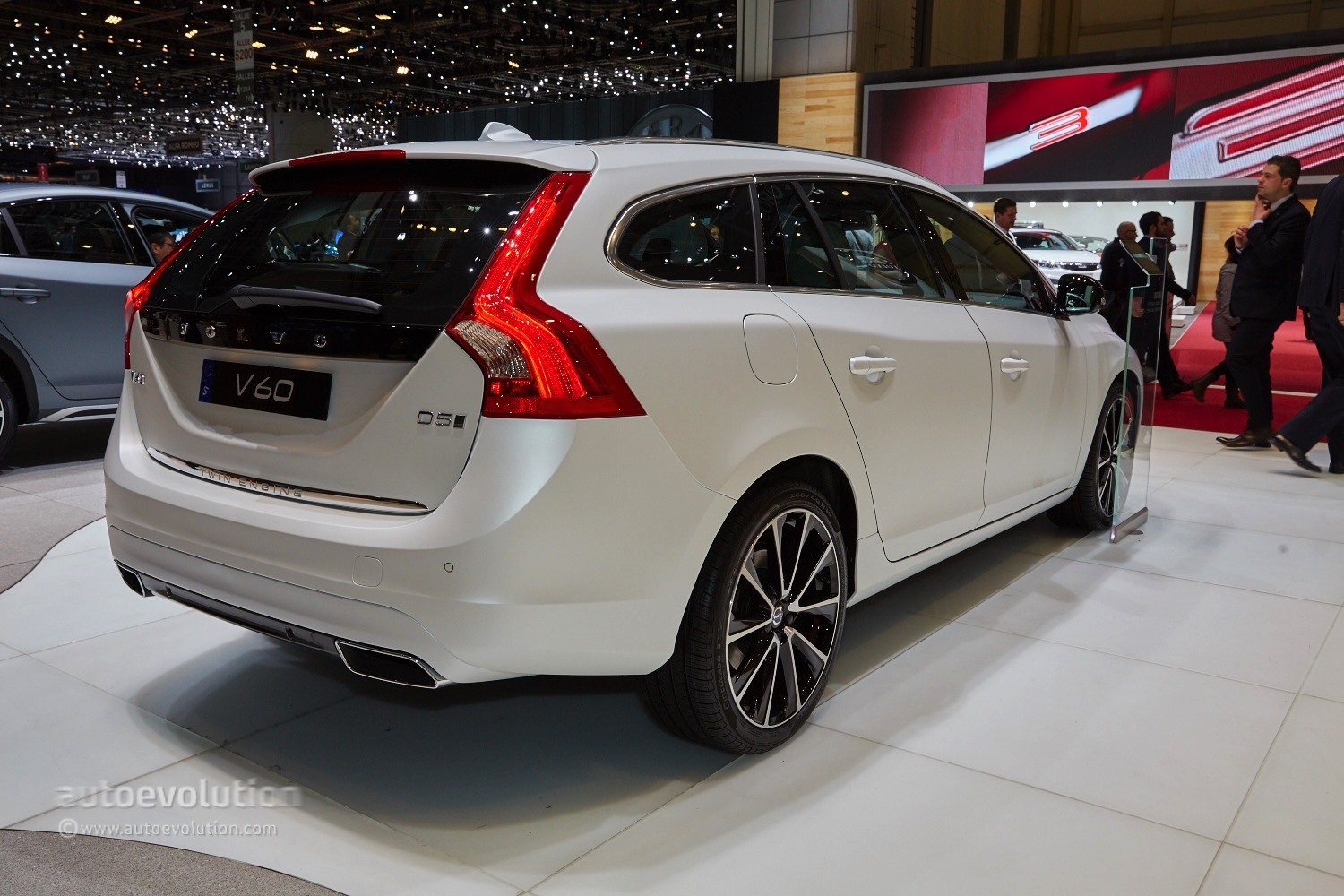 Geneva 2015: Volvo V60 D5 Twin Engine is Not Your Average Turbo Diesel PHEV - autoevolution