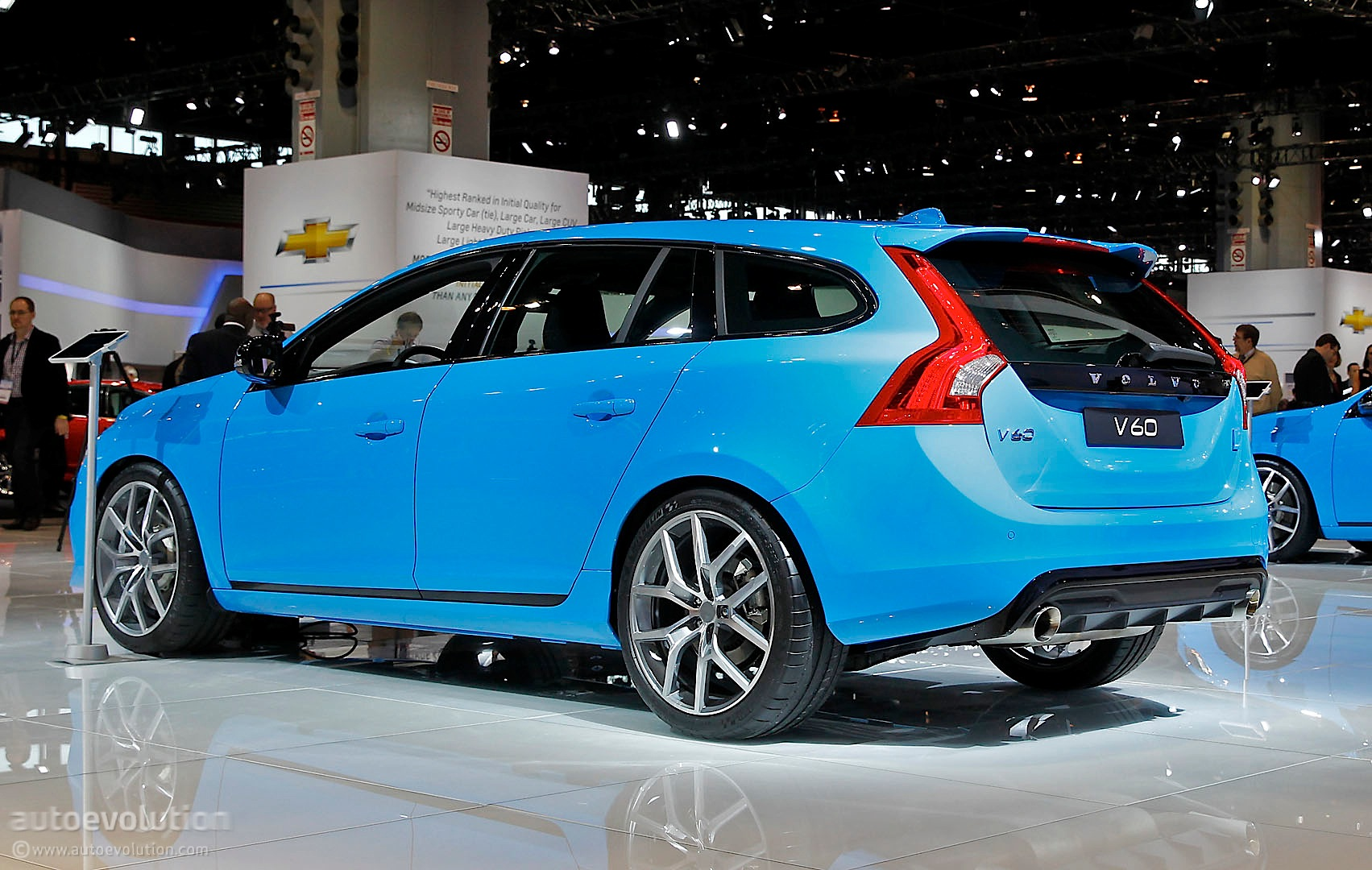Volvo V60 Polestar Is a Blue Wagon in Chicago [Live Photo] - autoevolution