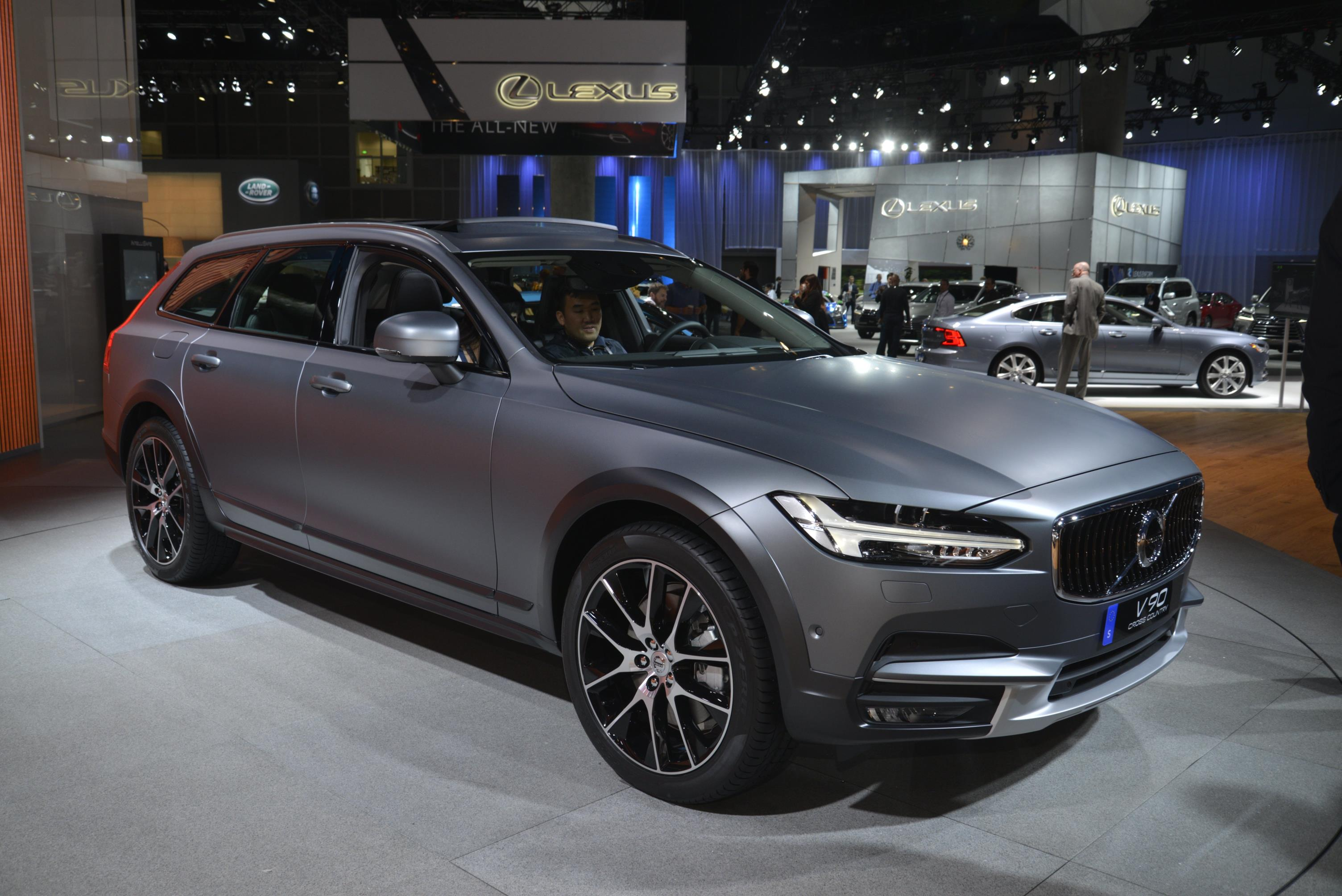 volvo v90 cross country and v60 polestar two sides of the. Black Bedroom Furniture Sets. Home Design Ideas