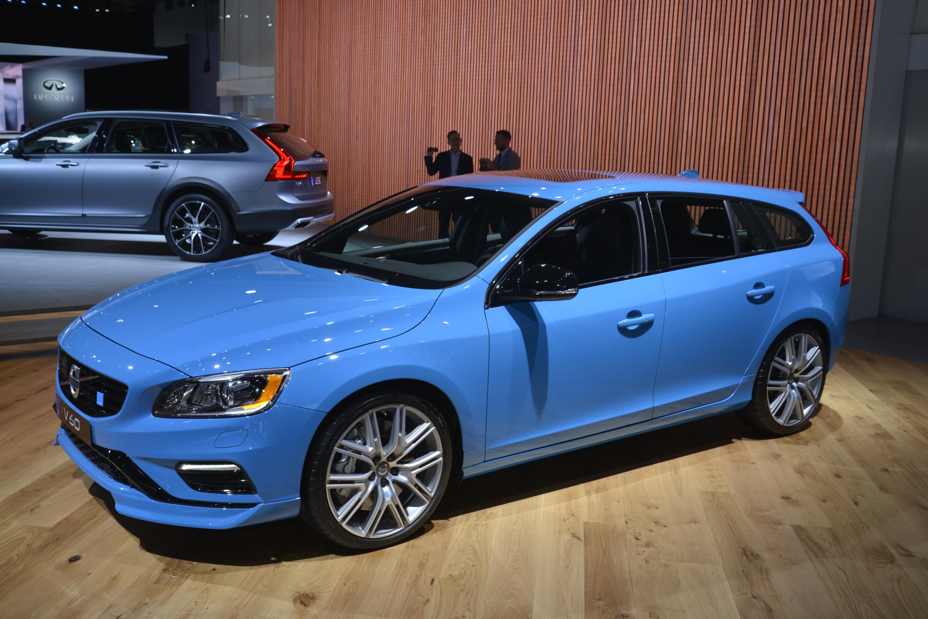 volvo v90 cross country and v60 polestar two sides of the swedish wagon autoevolution. Black Bedroom Furniture Sets. Home Design Ideas